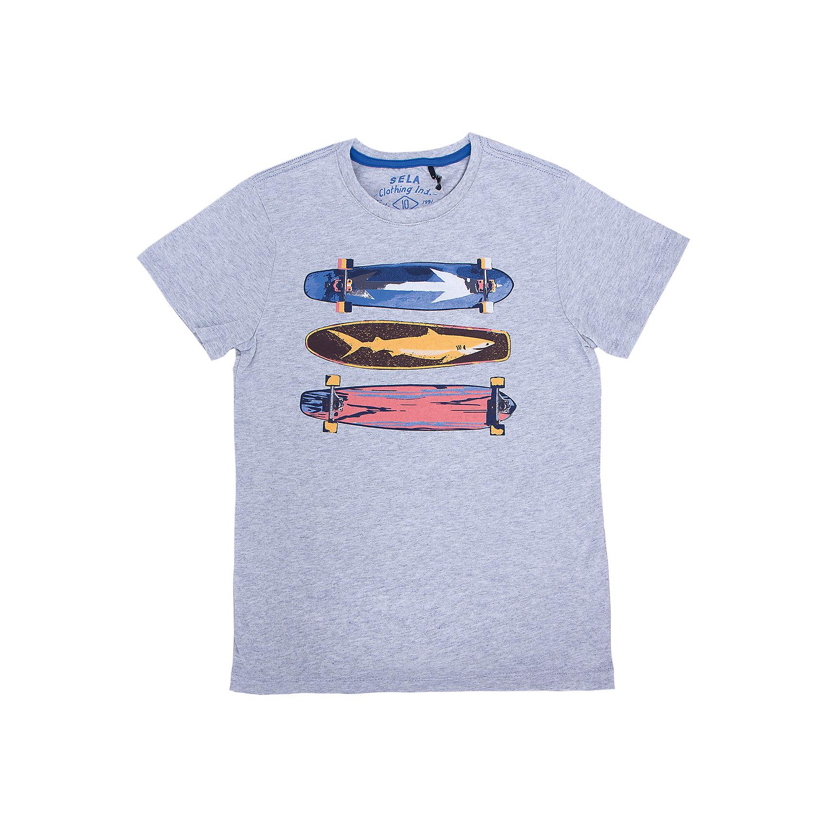 Футболка  для мальчика SELAУдобная стильная футболка от известной марки SELА поможет разнообразить летний гардероб мальчика, создать легкий подходящий погоде ансамбль. Удобный крой и качественный материал обеспечат ребенку комфорт при ношении этой вещи. <br>На горловине изделия - мягкая окантовка. Материал - натуральный хлопок, дышащий и гипоаллергенный. Футболка декорирована модным принтом.<br><br>Дополнительная информация:<br><br>материал: 100% хлопок;<br>цвет: разноцветный;<br>декорирована принтом;<br>короткие рукава;<br>круглый горловой вырез;<br>уход за изделием: стирка в машине при температуре до 30°С, не отбеливать, гладить при низкой температуре.<br><br>Футболку от бренда SELА (Села) можно купить в нашем магазине.<br><br>Ширина мм: 230<br>Глубина мм: 40<br>Высота мм: 220<br>Вес г: 250<br>Цвет: серый<br>Возраст от месяцев: 132<br>Возраст до месяцев: 144<br>Пол: Мужской<br>Возраст: Детский<br>Размер: 122,152,116,146,140,134,128<br>SKU: 4741335