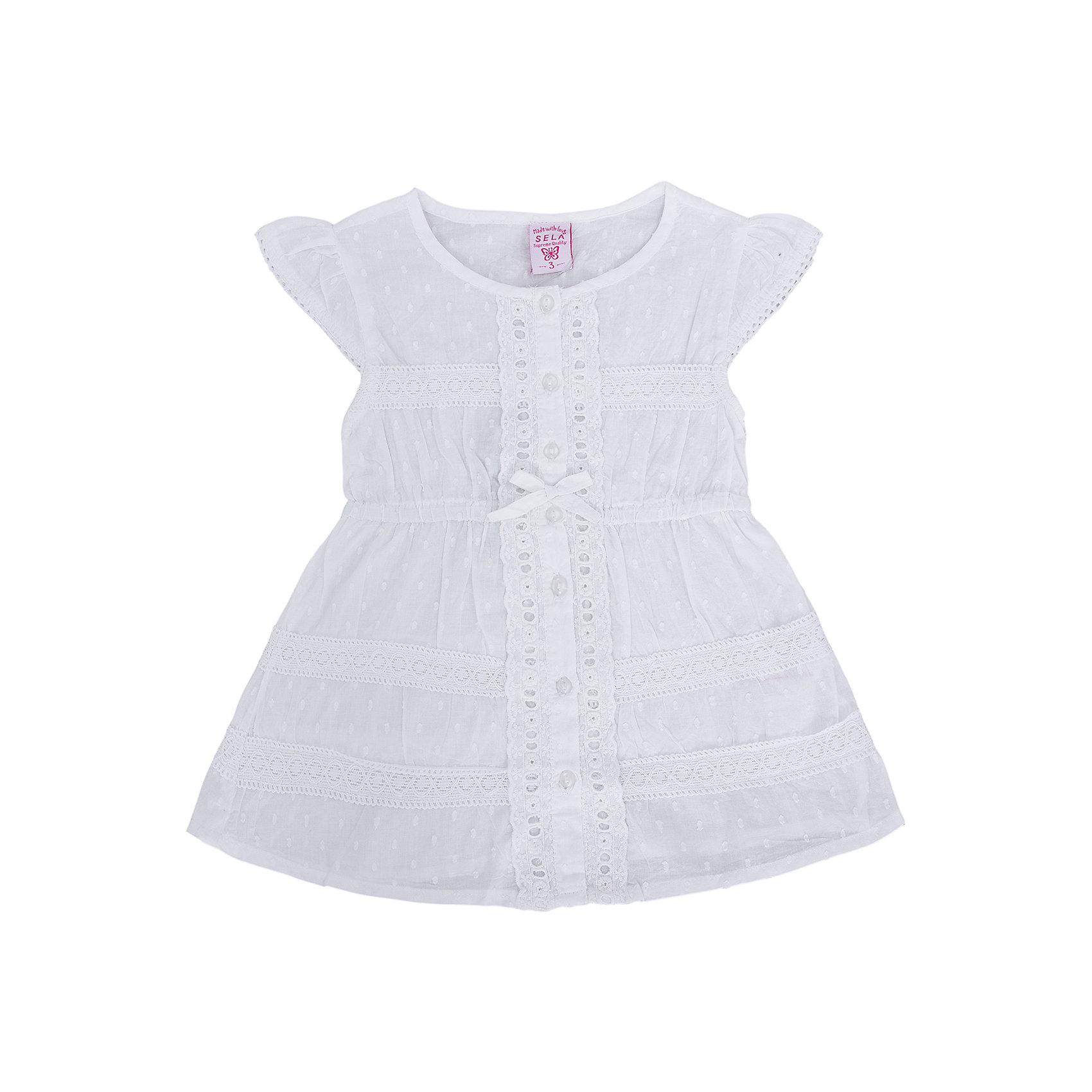 Блузка для девочки SELAОчаровательная блузка для девочки от популярного бренда SELA непременно порадует Вашу юную модницу. Белоснежная блузка с эффектной отделкой выглядит очень нарядно и элегантно. Изделие выполнено из натурального гипоаллергенного материала, легкого, дышащего и приятного к телу, что особенно актуально в жаркий день. Обладает следующими особенностями:<br>- белый цвет, привлекательный дизайн;<br>- округлый вырез горловины;<br>- кокетливые рукава-крылышки;<br>- А-силуэт;<br>- трогательные пуговки в тон;<br>- нежная кружевная отделка;<br>- комфортная посадка.<br>Идеальный выбор для прекрасной леди!<br><br>Дополнительная информация:<br>- состав: 100% хлопок<br>- цвет: белый<br><br>Блузку для девочки SELA можно купить в нашем магазине<br><br>Ширина мм: 186<br>Глубина мм: 87<br>Высота мм: 198<br>Вес г: 197<br>Цвет: белый<br>Возраст от месяцев: 24<br>Возраст до месяцев: 36<br>Пол: Женский<br>Возраст: Детский<br>Размер: 98,92,116,110,104<br>SKU: 4741551