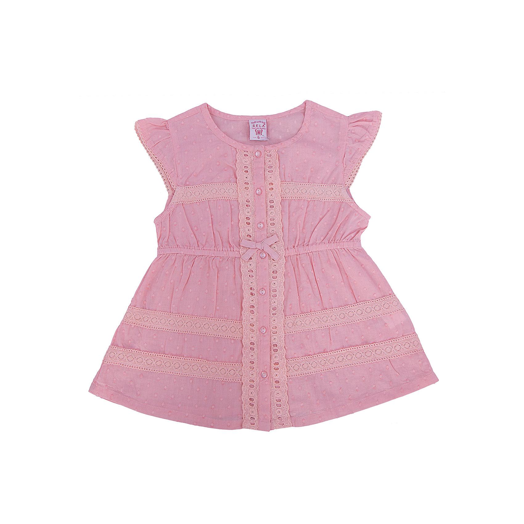Блузка для девочки SELAБлузки и рубашки<br>Блузка для девочки от известной марки SELA займет достойное место в гардеробе юной модницы. Блузка выполнена из натурального хлопка, застегивается на пуговицы спереди, декорирована нежным кружевом и маленьким бантиком. <br><br>Дополнительная информация:<br><br>- Приятный на ощупь материал. <br>- Короткий рукав-крылышко. <br>- Нежное кружево.<br>- Типа застежки: пуговицы. <br>- Крой: трапеция. <br>Состав: <br>- 100% хлопок.<br><br>Блузка для девочки, SELA (Села), можно купить в нашем магазине.<br><br>Ширина мм: 186<br>Глубина мм: 87<br>Высота мм: 198<br>Вес г: 197<br>Цвет: розовый<br>Возраст от месяцев: 60<br>Возраст до месяцев: 72<br>Пол: Женский<br>Возраст: Детский<br>Размер: 116,92,98,104,110<br>SKU: 4741557