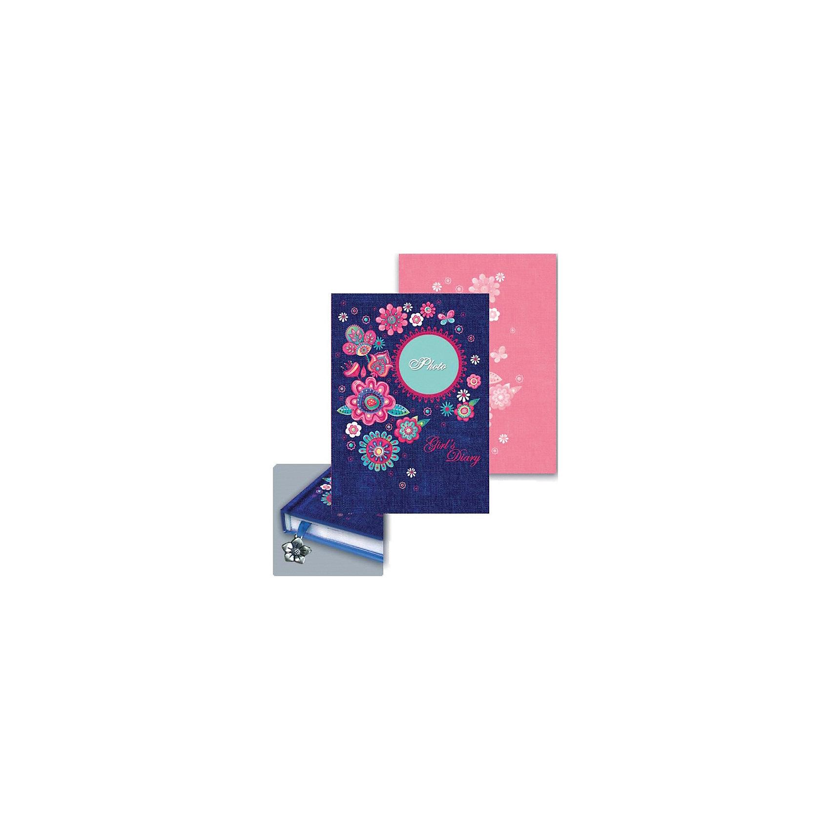 Ежедневник девочки Цветы и джинс, А6+Бумажная продукция<br>Этот яркий ежедневник обязательно понравится девочке и станет желанным подарком на любой праздник. На обложке есть специальное окошко для фото, а внутри - изящная яркая закладка. Плотные страницы идеально подойдут для рисунков и записей, а прочная красивая обложка сохранит все девичьи секреты!  <br>Закругленные углы и небольшой формат позволяют брать ежедневник куда угодно - он запросто поместится в любой сумочке и всегда будет под рукой! <br><br>Дополнительная информация:<br><br>- Обложка: твердая, 7БЦ, декорирована тиснением серебряной фольгой.<br>- Количество страниц: 160.<br>- Формат А6 (12,5 х 18 см.).<br>- Окошко для фото. <br>- Закладка с металлической подвеской.<br>- Закругленный углы, компактный формат. <br><br>Ежедневник девочки Цветы и джинс, А6+, можно купить в нашем магазине.<br><br>Ширина мм: 180<br>Глубина мм: 125<br>Высота мм: 10<br>Вес г: 200<br>Возраст от месяцев: 48<br>Возраст до месяцев: 2147483647<br>Пол: Женский<br>Возраст: Детский<br>SKU: 4756004