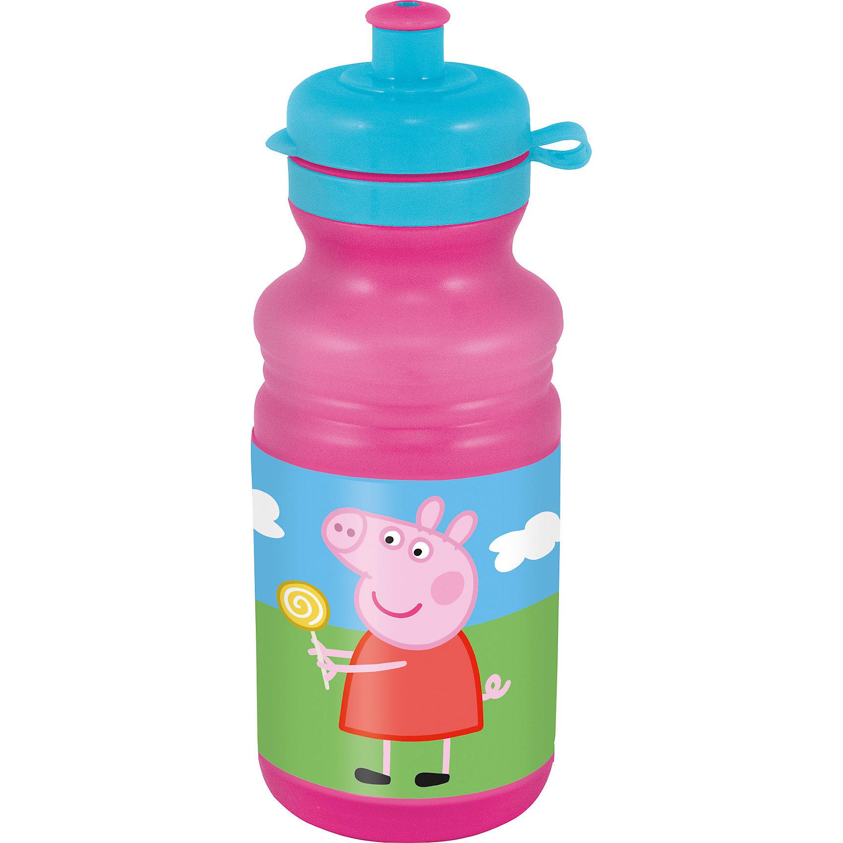 Бутылка для воды (500 мл), Свинка ПеппаЯркая фляга с изображением очаровательной свинки Пеппы станет неизменным спутником ребенка, как в школе или детском саду, так и в поездках. Эргономичная форма препятствует выскальзыванию из рук, удобная крышка с закрывающимся клапаном для питья исключит проливание. Фляга выполнена из высококачественного гипоаллергенного пластика абсолютно безопасного для детей. <br><br>Дополнительная информация:<br><br>- Материал: пластик.<br>- Объем: 500 мл.<br>- Закрывающийся клапан для питья.<br><br>Флягу, 500 мл, Свинка Пеппа (Peppa Pig), можно купить в нашем магазине.<br><br>Ширина мм: 75<br>Глубина мм: 75<br>Высота мм: 195<br>Вес г: 900<br>Возраст от месяцев: 36<br>Возраст до месяцев: 144<br>Пол: Унисекс<br>Возраст: Детский<br>SKU: 4761410