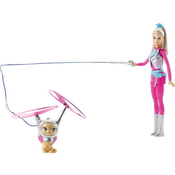 Кукла с летающим котом Попкорном из серии Barbie и космические приключенияКуклы<br>Кукла с летающим котом Попкорном из серии Barbie и космические приключения от Mattel (Маттел) ? образ Барби, созданный по мотивам мультфильма Barbie и космические приключения. На этот раз Барби отправляется в путешествие со своим любимцем котом, который умеет летать! <br>У Barbie настоящий космический наряд: розовый комбинезон, короткая юбочка, серебристый жилет и сапоги. На поводке кукла держит своего кота. Чтобы он взлетел необходимо нажать на кнопку, расположенную на ноге куклы. Попкорн поднимается в воздух за счет движения двух пропеллеров. <br>Кукла из серии Barbie и космические приключения, Barbie (Барби) может быть отличным вариантом в качестве подарка для девочки к любому торжеству.<br><br>Дополнительная информация:<br><br>- Вид игр: сюжетно-ролевые <br>- Предназначение: для дома<br>- Серия: Barbie и космические приключения <br>- Материал: пластик, резина, текстиль<br>- Особенности ухода: куклу и аксессуары можно мыть в теплой мыльной воде<br><br>Куклу с летающим котом Попкорном из серии Barbie и космические приключения от Mattel (Маттел) можно купить в нашем интернет-магазине.<br><br>Ширина мм: 327<br>Глубина мм: 253<br>Высота мм: 71<br>Вес г: 319<br>Возраст от месяцев: 36<br>Возраст до месяцев: 72<br>Пол: Женский<br>Возраст: Детский<br>SKU: 4765333