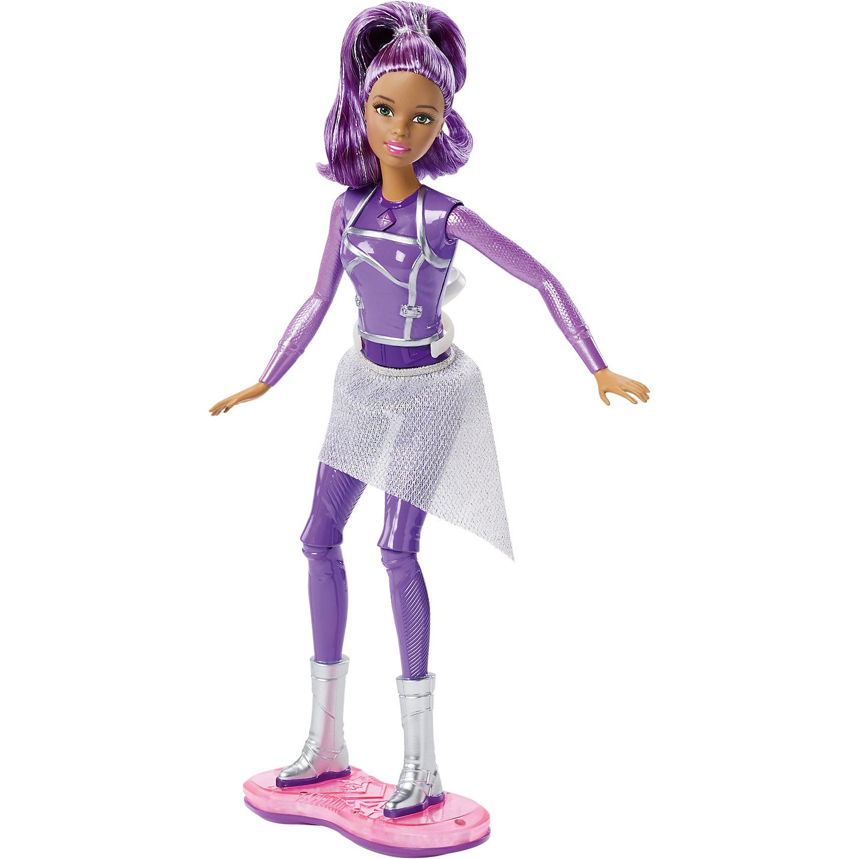 Кукла с ховербордом из серии Barbie и космическое приключениеПопулярные игрушки<br>Характеристики куклы Mattel:<br><br>• высота куклы: 30 см;<br>• световые эффекты: голубое, красное и розовое свечение;<br>• звуковые эффекты: 5 режимов;<br>• шарнирные конечности: руки поднимаются вверх и в стороны, ноги поднимаются и опускаются, сгибаются в коленях;<br>• кукла Барби делает полное сальто;<br>• Барби устойчиво стоит на ховерборде, не покидает свой «пост» во время кругового вращения;<br>• для работы свето-звуковых эффектов требуются батарейки: 3 шт. типа LR4;<br>• батарейки входят в комплект;<br>• размер упаковки: 32,5х25х7 см;<br>• вес упаковки: 383 г.<br><br>Кукла Барби из коллекции «Barbie и космическое приключение» маневрирует, летает и делает сальто на ховерборде. Устройство оснащено световыми и звуковыми эффектами, яркие краски переливаются и смешиваются, создается впечатление космической прогулки. Наличие специального кольца-крепления дает возможность вращать куклу на 360 градусов, находиться в невесомости.  <br><br>Куклу с ховербордом из серии Barbie и космическое приключение можно купить в нашем интернет-магазине.<br><br>Ширина мм: 330<br>Глубина мм: 253<br>Высота мм: 73<br>Вес г: 354<br>Возраст от месяцев: 36<br>Возраст до месяцев: 72<br>Пол: Женский<br>Возраст: Детский<br>SKU: 4765334