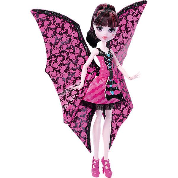 Дракулаура в трансформирующемся наряде, Monster HighMonster High<br>Дракулаура в трансформирующемся наряде, Monster High, Mattel (Маттел) ? кукла, выполненная в образе одной из главных героинь знаменитого фильма Школы моннстров. Кукла выполнена из экологичного и безопасного пластика, волосы изготовлены из нейлона. Дракулаура ? шарнирная кукла, поэтому ей можно придать абсолютно любую позу<br>Дракулаура на этот раз предстает в наряде, который позволяет ей быстро и легко превращаться в летучую мышь. Для этого достаточно потянуть на рычажок, который расположен на корсете ее наряда и пышная верхняя юбка превратится в крылья. Наряд Дракулауры выполнен в ее самом любимом цвете ? розовом, на ногах ? розовые туфельки.<br>Дракулаура в трансформирующемся наряде, Monster High, Mattel (Маттел) ? идеальный подарок для поклонников данной серии.<br>Обратите внимание, что самостоятельно кукла стоять не может, для этого ей требуется подставка (в комплект не входит).<br><br>Дополнительная информация:<br><br>- Вид игр: сюжетно-ролевые <br>- Предназначение: для дома<br>- Серия: Monster High<br>- Материал: пластик, текстиль<br>- Размер (Д*Ш*В): 7*33*21 см<br>- Вес: 260 г <br><br>Подробнее:<br><br>• Для детей в возрасте: от 6 лет и до 12 лет<br>• Страна производитель: Китай<br>• Торговый бренд: Mattel<br><br>Дракулауру в трансформирующемся наряде, Monster High, Mattel (Маттел) можно купить в нашем интернет-магазине.<br>Ширина мм: 326; Глубина мм: 213; Высота мм: 68; Вес г: 219; Возраст от месяцев: 72; Возраст до месяцев: 120; Пол: Женский; Возраст: Детский; SKU: 4765349;