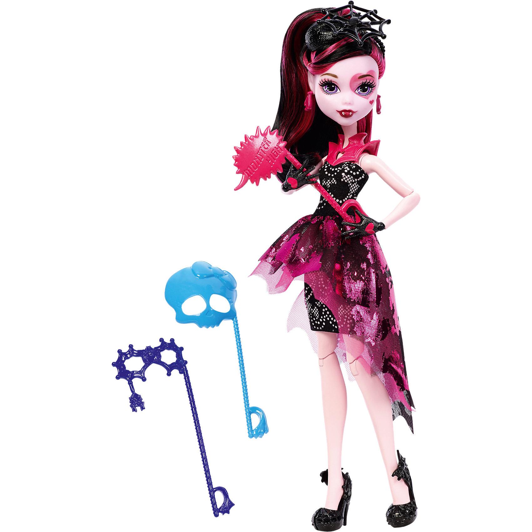 Кукла Дракулаура из серии Буникальные танцы с аксессуарами, Monster HighКукла Дракулаура выглядит потрясающе в своем вечернем платье! С собой она взяла 3 маски-аксессуара для настоящей фотосессии. Кукла одета в пышное платье в своем любимом стиле вампира. Голова украшена шляпкой с большой паутиной. Стильные туфельки с летучими мышами, колье и сережки  прекрасно дополняют необычный образ Дракулауры.<br><br>Дополнительная информация:<br>Материал: пластик<br>Куклу Дракулауру можно приобрести в нашем интернет-магазине.<br><br>Ширина мм: 327<br>Глубина мм: 205<br>Высота мм: 71<br>Вес г: 250<br>Возраст от месяцев: 72<br>Возраст до месяцев: 120<br>Пол: Женский<br>Возраст: Детский<br>SKU: 4765373