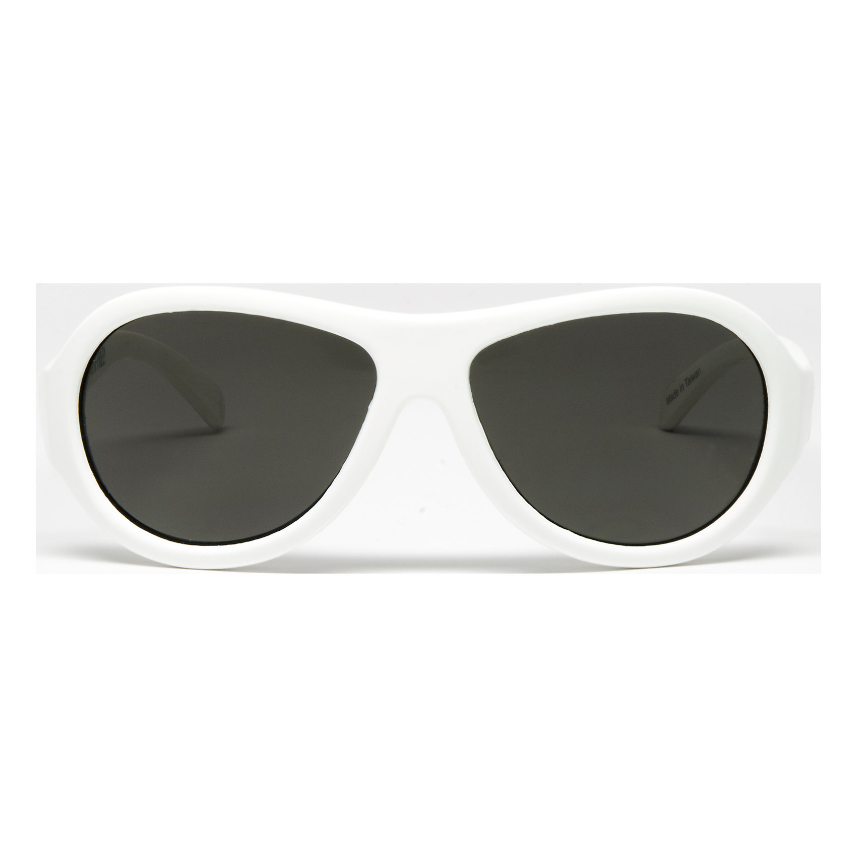 Солнцезащитные очки Babiators OriginalЗащита глаз всегда в моде.<br>Вы делаете все возможное, чтобы ваши дети были здоровы и в безопасности. Шлемы для езды на велосипеде, солнцезащитный крем для прогулок на солнце. Но как насчёт влияния солнца на глазах вашего ребёнка? Правда в том, что сетчатка глаза у детей развивается вместе с самим ребёнком. Это означает, что глаза малышей не могут отфильтровать УФ-излучение. Добавьте к этому тот факт, что дети за год получают трёхкратную дозу солнечного воздействия на взрослого человека (доклад Vision Council Report 2013, США). Проблема понятна - детям нужна настоящая защита, чтобы глазка были в безопасности, а зрение сильным.<br>Каждая пара солнцезащитных очков Babiators для детей обеспечивает 100% защиту от UVA и UVB. Прочные линзы высшего качества не подведут в самых сложных переделках. Будьте уверены, что очки Babiators созданы безопасными, прочными и классными, так что вы и ваш маленький лётчик можете приступать к своим приключениям!<br><br>• Прочная, гибкая прорезиненная оправа;<br>• 100 % защита от UVA и UVB солнечных лучей;<br>• Ударопрочные линзы;<br>• Стильные: выбор многих голливудских звёзд.<br><br>Ширина мм: 170<br>Глубина мм: 157<br>Высота мм: 67<br>Вес г: 117<br>Возраст от месяцев: 36<br>Возраст до месяцев: 84<br>Пол: Унисекс<br>Возраст: Детский<br>SKU: 4766972
