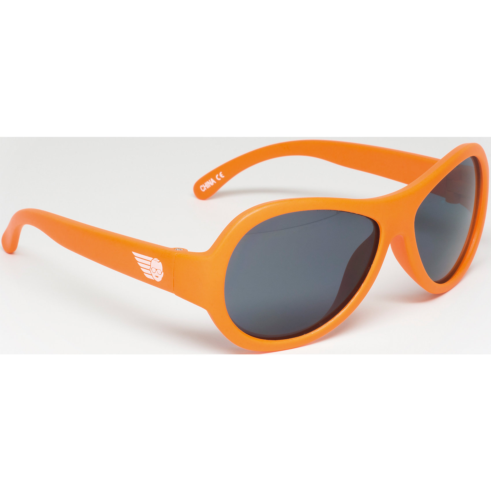 Солнцезащитные очки Babiators OriginalЗащита глаз всегда в моде.<br>Вы делаете все возможное, чтобы ваши дети были здоровы и в безопасности. Шлемы для езды на велосипеде, солнцезащитный крем для прогулок на солнце. Но как насчёт влияния солнца на глазах вашего ребёнка? Правда в том, что сетчатка глаза у детей развивается вместе с самим ребёнком. Это означает, что глаза малышей не могут отфильтровать УФ-излучение. Добавьте к этому тот факт, что дети за год получают трёхкратную дозу солнечного воздействия на взрослого человека (доклад Vision Council Report 2013, США). Проблема понятна - детям нужна настоящая защита, чтобы глазка были в безопасности, а зрение сильным.<br>Каждая пара солнцезащитных очков Babiators для детей обеспечивает 100% защиту от UVA и UVB. Прочные линзы высшего качества не подведут в самых сложных переделках. Будьте уверены, что очки Babiators созданы безопасными, прочными и классными, так что вы и ваш маленький лётчик можете приступать к своим приключениям!<br><br>• Прочная, гибкая прорезиненная оправа;<br>• 100 % защита от UVA и UVB солнечных лучей;<br>• Ударопрочные линзы;<br>• Стильные: выбор многих голливудских звёзд.<br><br>Ширина мм: 170<br>Глубина мм: 157<br>Высота мм: 67<br>Вес г: 117<br>Возраст от месяцев: 36<br>Возраст до месяцев: 84<br>Пол: Унисекс<br>Возраст: Детский<br>SKU: 4766978