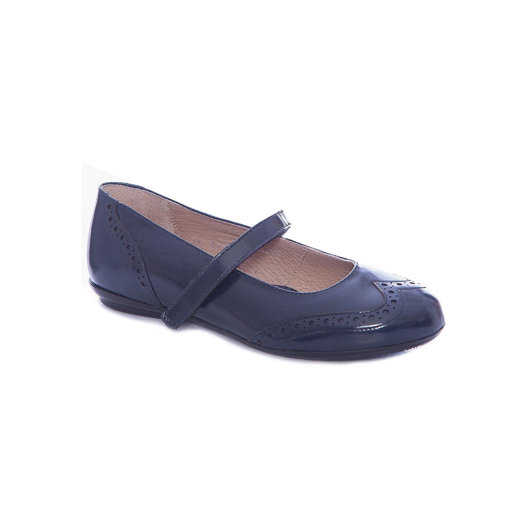 Туфли для девочки GulliverОбувь<br>Туфли для девочки от известного бренда Gulliver<br>Выбрать школьные туфли для девочек - задача не из простых! Они должны выглядеть стильно и соответствовать необходимым стандартам качества. Синие школьные туфли из натуральной лаковой кожи - то, что нужно! Удобные, красивые, практичные, они прекрасно выглядят, а значит, придутся ученице по вкусу. Туфли отлично завершат и повседневный, и нарядный образ школьницы, придав ему элегантность.<br>Состав: верх: кожа лак; подкладка: кожа; подошва: ТЭП<br><br>Ширина мм: 227<br>Глубина мм: 145<br>Высота мм: 124<br>Вес г: 325<br>Цвет: синий<br>Возраст от месяцев: 120<br>Возраст до месяцев: 132<br>Пол: Женский<br>Возраст: Детский<br>Размер: 34,33,32<br>SKU: 4767330