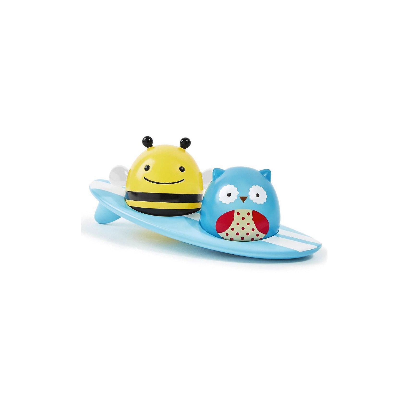 Игрушка для ванной Серферы, Skip HopИгрушки ПВХ<br>Игрушка для ванной Серферы, Skip Hop<br><br>Характеристики:<br><br>• В набор входит: три плавающие игрушки<br>• Состав: пластик <br>• Размер: 18* 7* 7 см<br>• Производитель: Китай<br>• При замыкании контактов на основании фигурок пальцем или при контакте с водой фигурки начинают светиться (работает от батареек).<br><br>Данная игрушка имеет необычную особенность - она начинает светиться при контакте с водой. Игрушка в виде Совы и Пчелы могут быть извлечены из доски для сёрфинга. Размер этой игрушки для ванны очень подходит для маленьких ручек, детям будет удобно запускать этот оригинальный сёрф по ванной, воображая, что отважные герои на сёрфе покоряют морские просторы. Оригинальная форма игрушки позволяет героям всегда держаться на плаву. <br><br>Игрушка сочетает в себе сразу несколько цветов, чтобы привлечь внимание малыша и познакомить с некоторыми цветами. Играя с этой игрушкой малыш сможет развивать логическое мышление, звуковое, зрительное и тактильное восприятие, а также моторику рук. <br><br>Игрушку для ванной Серферы от Skip Hop можно купить в нашем интернет-магазине.<br><br>Ширина мм: 99<br>Глубина мм: 99<br>Высота мм: 99<br>Вес г: 99<br>Возраст от месяцев: -2147483648<br>Возраст до месяцев: 2147483647<br>Пол: Унисекс<br>Возраст: Детский<br>SKU: 4769513