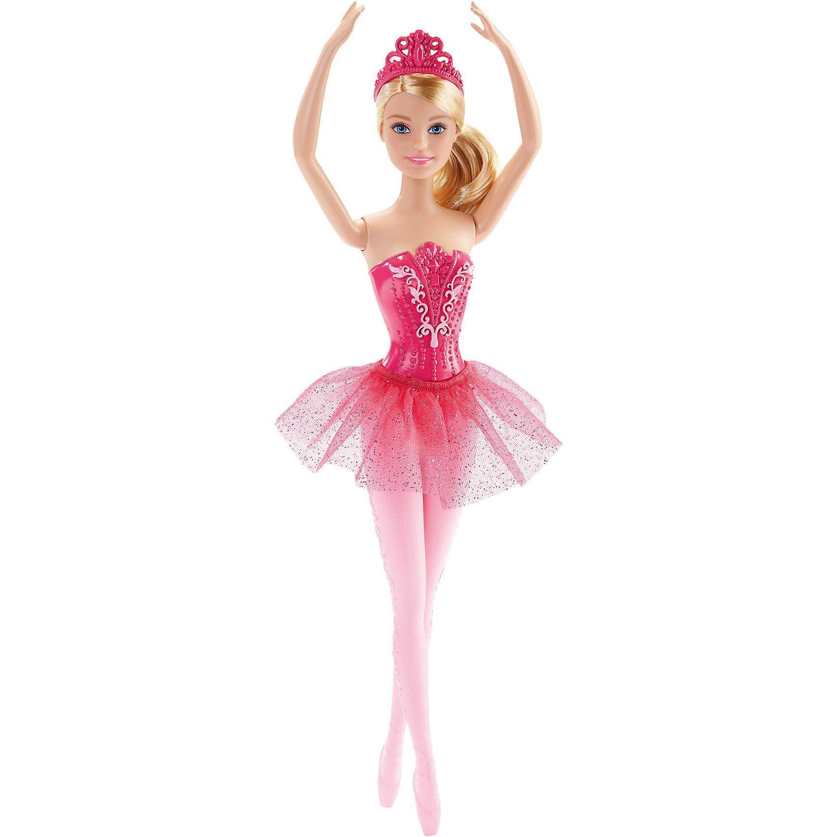 Балерина, BarbieBarbie<br>Балерина, Barbie, Mattel (Маттел) ? одна из самых знаменитых и современных на все времена куклу от Маттел ? Барби. На этот раз предстает в образе изящной балерины. Выполненная из безопасного высококачественного пластика, с подвижными частями тела ? руками, ногами, головой.<br>Балерина, Barbie, Mattel (Маттел) ? голубоглазая блондинка, одета в розовый кружевной корсет и воздушную пачку, на ногах прозрачные розовые колготки с рисунком и розовые пуанты. Прическа у Бабри, характерная для балерин, ? волосы собраны в пышный пучок, на голове ? розовая диадема. Кукла может принимать классические балетные позиции. <br>Балерина, Barbie, Mattel (Маттел) ? один из способов познакомить вашу девочку с миром классического балета. Балерина Бабри способствует сформированию чувства прекрасного, учит изяществу и грациозности.<br><br>Дополнительная информация:<br><br>- Вид игр: сюжетно-ролевые <br>- Предназначение: для дома<br>- Материал: пластик, текстиль<br>- Цвет: оттенки розового, белый<br>- Размер (Д*Ш*В): 5*9*32,5 см<br>- Вес: 198 г <br>- Особенности ухода: куклу можно мыть в теплой мыльной воде<br><br>Подробнее:<br><br>• Для детей в возрасте: от 3 лет и до 8 лет<br>• Страна производитель: Индонезия<br>• Торговый бренд: Mattel<br><br>Балерину, Barbie, Mattel (Маттел) можно купить в нашем интернет-магазине.<br><br>Ширина мм: 50<br>Глубина мм: 90<br>Высота мм: 325<br>Вес г: 198<br>Возраст от месяцев: 36<br>Возраст до месяцев: 96<br>Пол: Женский<br>Возраст: Детский<br>SKU: 4770037