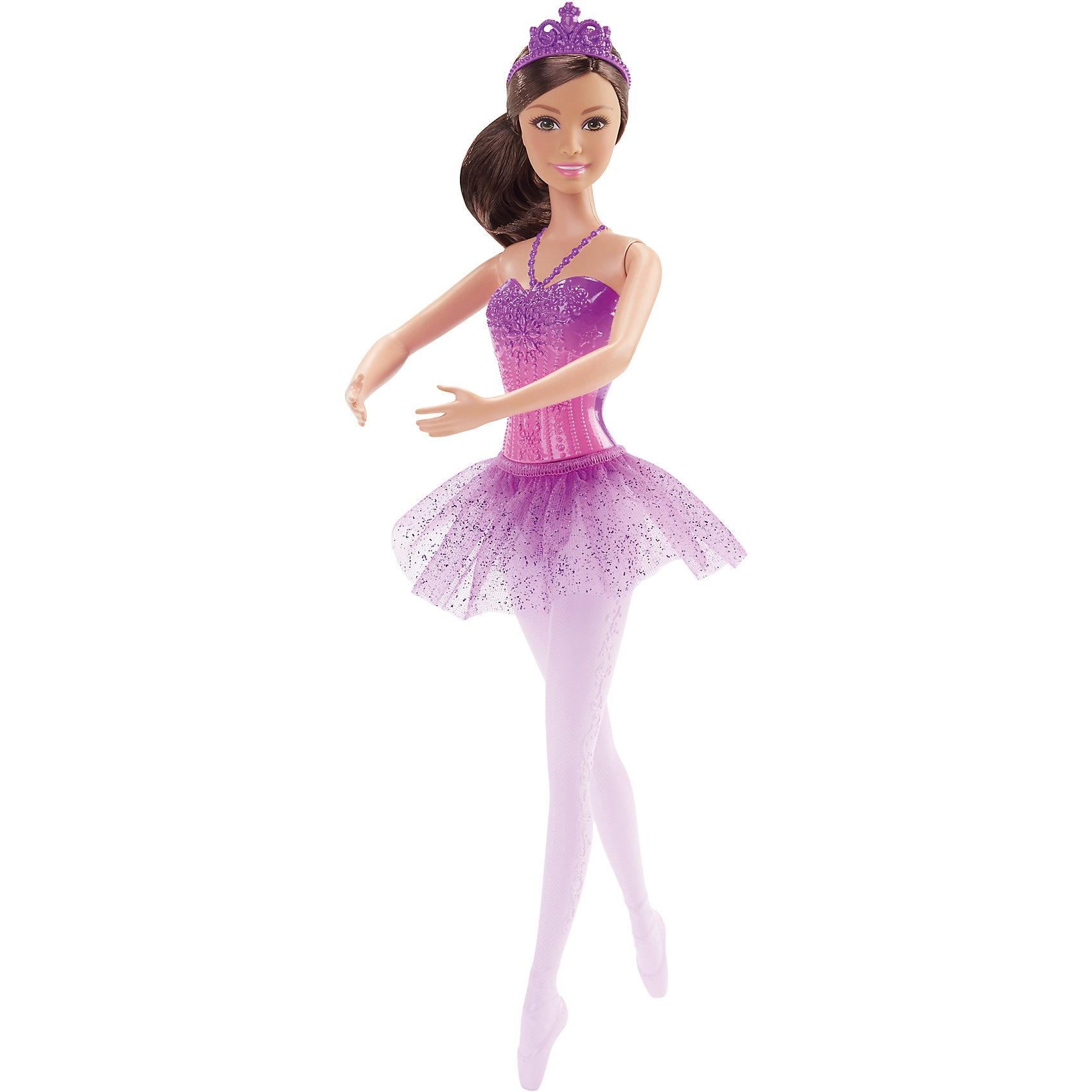 Балерина, BarbieПопулярные игрушки<br>Балерина, Barbie, Mattel (Маттел) ? одна из самых знаменитых и современных на все времена куклу от Маттел ? Барби. На этот раз предстает в образе изящной балерины. Выполненная из безопасного высококачественного пластика, с подвижными частями тела ? руками, ногами, головой.<br>Балерина, Barbie, Mattel (Маттел) ? кареглазая брюнетка, одета в  кружевной корсет и воздушную пачку, на ногах прозрачные  и белые пуанты. Прическа у Бабри, характерная для балерин, ? волосы собраны в пышный пучок, на голове ? фиолетовая диадема. Кукла может принимать классические балетные позиции. <br>Балерина, Barbie, Mattel (Маттел) ? один из способов познакомить вашу девочку с миром классического балета. Балерина Бабри способствует сформированию чувства прекрасного, учит изяществу и грациозности.<br><br>Дополнительная информация:<br><br>- Вид игр: сюжетно-ролевые <br>- Предназначение: для дома<br>- Материал: пластик, текстиль<br>- Цвет: оттенки фиолетового, розовый<br>- Размер (Д*Ш*В): 5*9*32,5 см<br>- Вес: 198 г <br>- Особенности ухода: куклу можно мыть в теплой мыльной воде<br><br>Подробнее:<br><br>• Для детей в возрасте: от 3 лет и до 8 лет<br>• Страна производитель: Индонезия<br>• Торговый бренд: Mattel<br><br>Балерину, Barbie, Mattel (Маттел) можно купить в нашем интернет-магазине.<br><br>Ширина мм: 50<br>Глубина мм: 90<br>Высота мм: 325<br>Вес г: 198<br>Возраст от месяцев: 36<br>Возраст до месяцев: 96<br>Пол: Женский<br>Возраст: Детский<br>SKU: 4770038