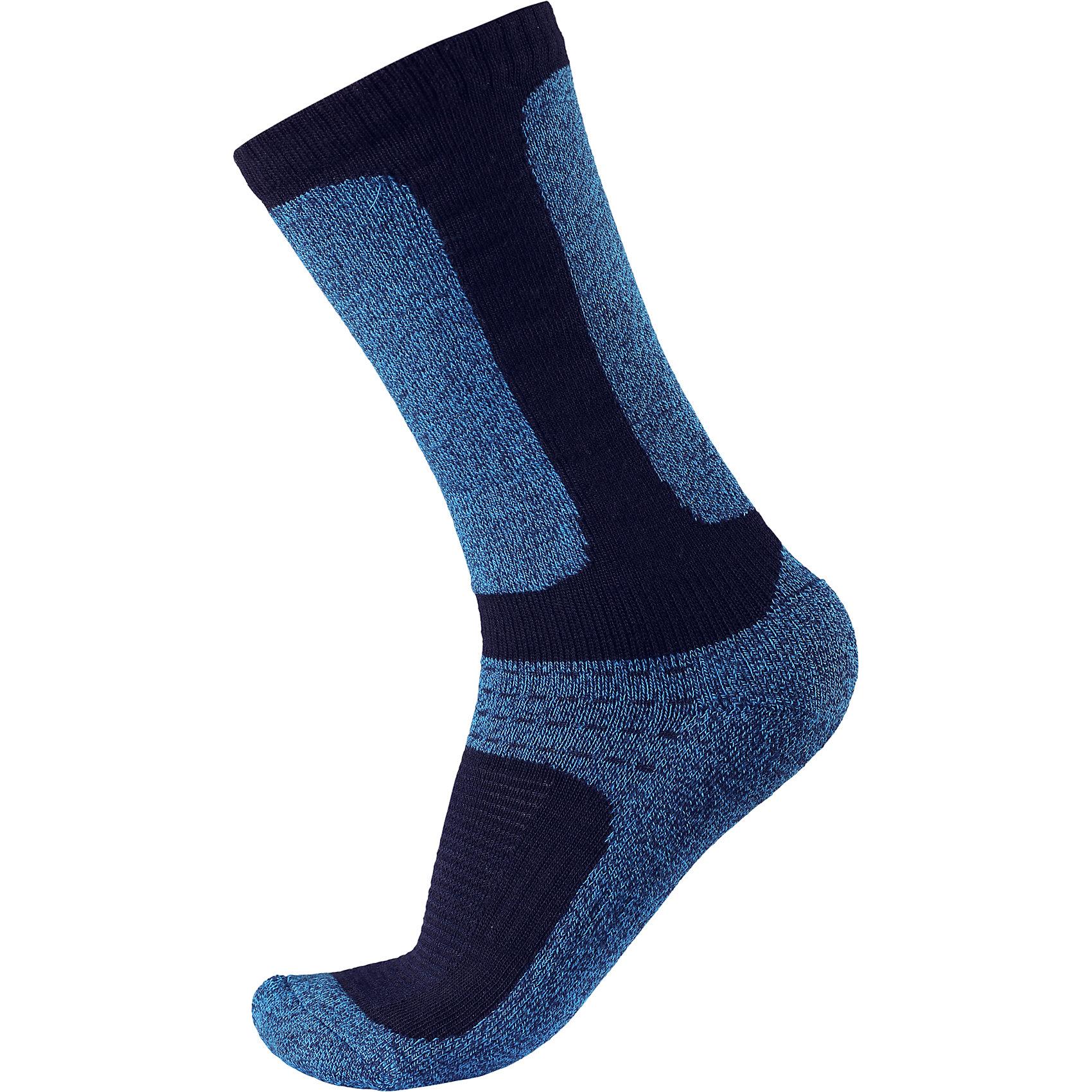 Носки Loma для мальчика ReimaНоски<br>Носки  Reima<br>Носки для детей и подростков. Coolmax® отводит влагу, а шерсть сохраняет тепло. Мягкий теплый футер с внутренней стороны для максимального комфорта. Накладки на ступнях, лодыжках и больших пальцах. Благодаря удлиненной вязаной резинке носок не съезжает. Быстро сохнет и сохраняет тепло.<br>Уход:<br>0<br>Состав:<br>24% Шерсть, 66% полиэстер COOLMAX®, 5% эластан, 5% полиамид<br><br>Ширина мм: 87<br>Глубина мм: 10<br>Высота мм: 105<br>Вес г: 115<br>Цвет: синий<br>Возраст от месяцев: 72<br>Возраст до месяцев: 84<br>Пол: Мужской<br>Возраст: Детский<br>Размер: 30,26,34,38<br>SKU: 4774960