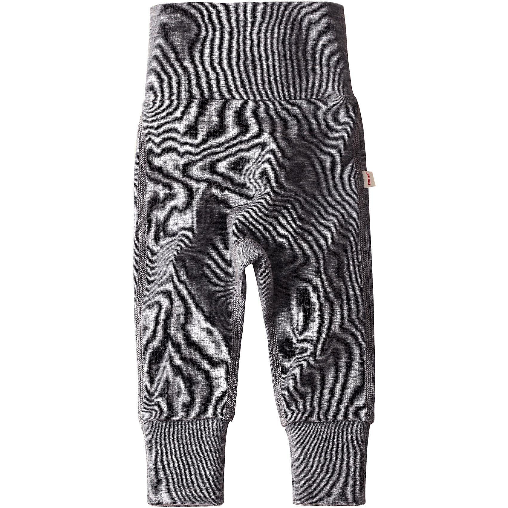 Брюки Kotoisa ReimaПолзунки и штанишки<br>Брюки  Reima<br>Шерстяные брюки для самых маленьких. Эластичный удобный материал. Смесь мягкой мериносовой шерсти и Tencel® для поддержания идеальной температуры тела. Мягкие плоские швы для дополнительного комфорта: не раздражает кожу. Завышенная талия из резинки в рубчик для большего удобства и лучшей посадки. Штанины с подгибом в размерах от 50 до 62 см.<br>Уход:<br>Стирать с бельем одинакового цвета, вывернув наизнанку. Придать первоначальную форму вo влажном виде. Стирать моющим средством, не содержащим отбеливающие вещества. Сушить при низкой температуре. <br>Состав:<br>72% Шерсть, 28% лиоцелл<br><br>Ширина мм: 215<br>Глубина мм: 88<br>Высота мм: 191<br>Вес г: 336<br>Цвет: серый<br>Возраст от месяцев: 6<br>Возраст до месяцев: 9<br>Пол: Унисекс<br>Возраст: Детский<br>Размер: 74,80,62,68,50,56<br>SKU: 4775468