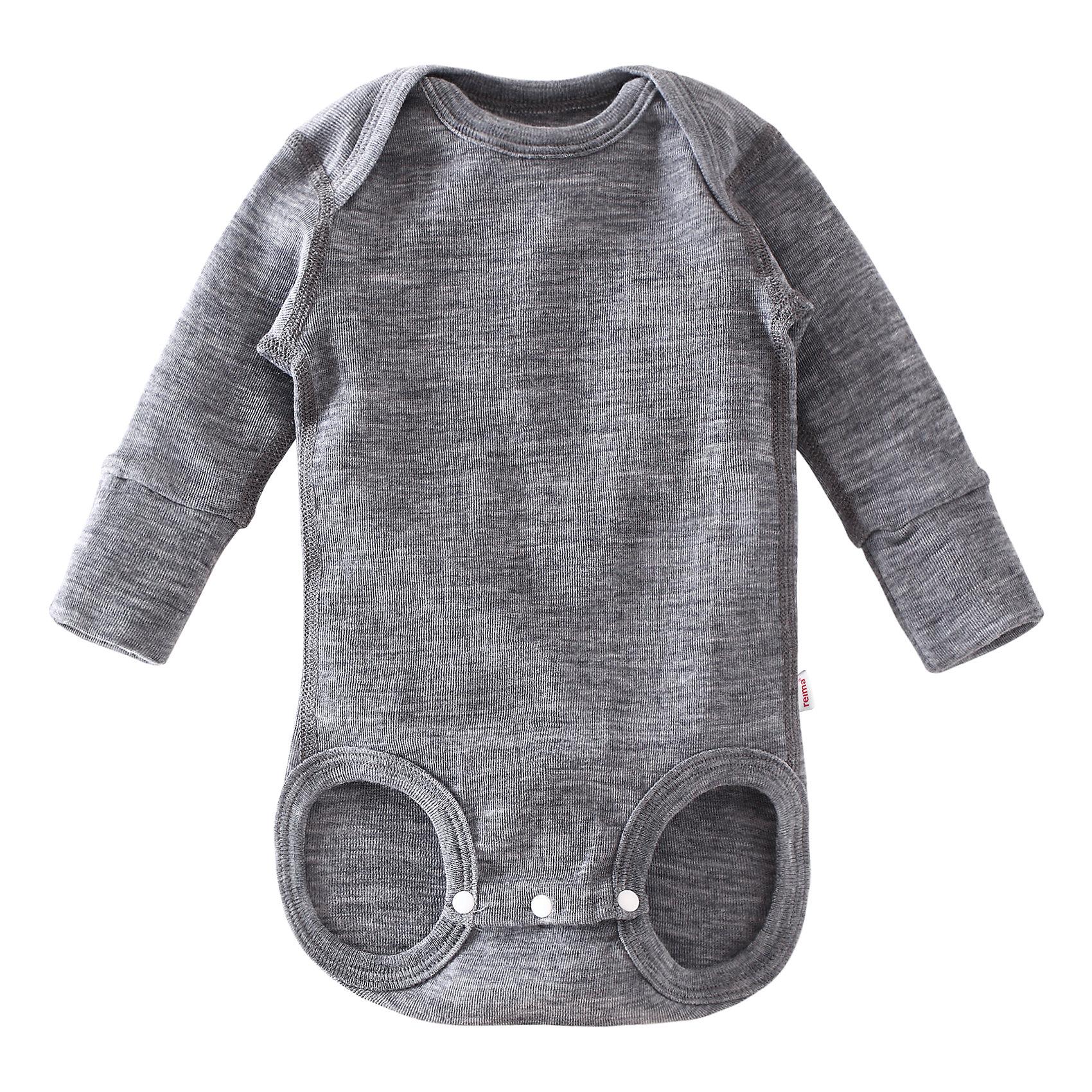 Боди Utu ReimaОдежда<br>Боди  Reima<br>Боди для самых маленьких. Эластичный удобный материал. Смесь мягкой мериносовой шерсти и Tencel® для поддержания идеальной температуры тела. Кнопки в области шагового шва, позволяющие легко переодеть ребенка. Мягкие плоские швы для дополнительного комфорта: не раздражает кожу. Рукава с подгибом в размерах от 50 до 62 см. Удлиненные вязаные резинки на манжетах. <br>Уход:<br>Стирать с бельем одинакового цвета, вывернув наизнанку. Придать первоначальную форму вo влажном виде. Стирать моющим средством, не содержащим отбеливающие вещества. Сушить при низкой температуре. <br>Состав:<br>72% Шерсть, 28% лиоцелл<br><br>Ширина мм: 157<br>Глубина мм: 13<br>Высота мм: 119<br>Вес г: 200<br>Цвет: серый<br>Возраст от месяцев: 3<br>Возраст до месяцев: 6<br>Пол: Унисекс<br>Возраст: Детский<br>Размер: 68,80,62,56,50,74<br>SKU: 4775510