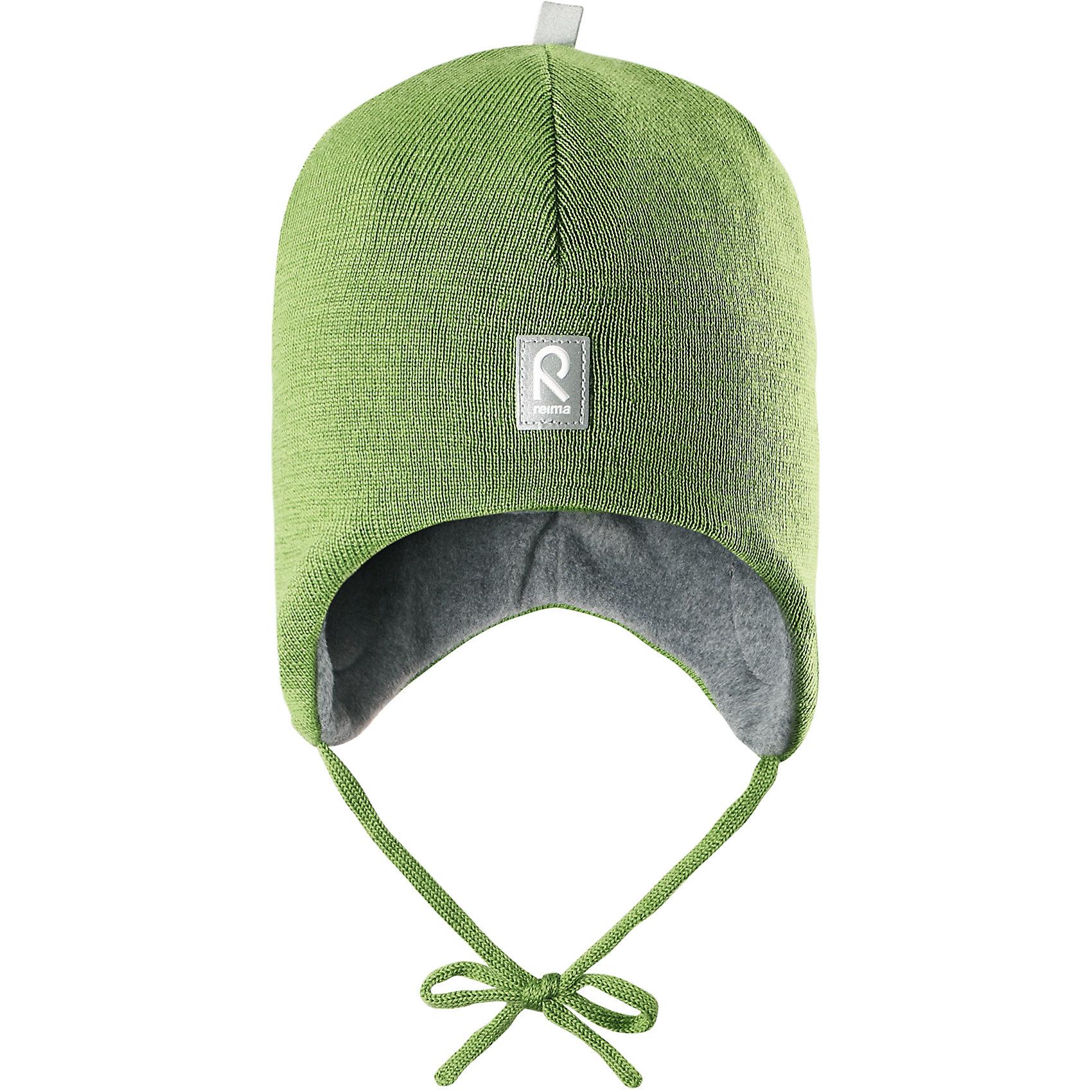 Шапка Auva ReimaШапка  Reima<br>Шапка «Бини» для малышей. Мягкая ткань из мериносовой шерсти для поддержания идеальной температуры тела. Теплая шерстяная вязка (волокно). Основной материал сертифицирован Oeko-Tex, класс 1, одежда для малышей. Ветронепроницаемые вставки в области ушей. Любые размеры. Мягкая теплая подкладка из поларфлиса. Светоотражающие детали сверху.<br>Уход:<br>Стирать по отдельности, вывернув наизнанку. Придать первоначальную форму вo влажном виде. Возможна усадка 5 %.<br>Состав:<br>100% Шерсть<br><br>Ширина мм: 89<br>Глубина мм: 117<br>Высота мм: 44<br>Вес г: 155<br>Цвет: зеленый<br>Возраст от месяцев: 18<br>Возраст до месяцев: 36<br>Пол: Унисекс<br>Возраст: Детский<br>Размер: 50,52,48,46<br>SKU: 4775736