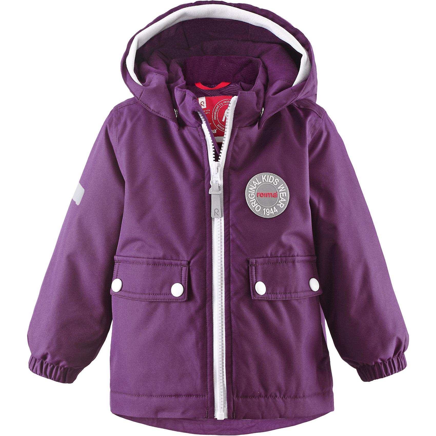 Куртка Quilt для девочки ReimaОдежда<br>Куртка  Reima<br>Зимняя куртка для малышей. Основные швы проклеены и не пропускают влагу. Водоотталкивающий, ветронепроницаемый, «дышащий» и грязеотталкивающий материал. Теплая стеганая подкладка. Безопасный, съемный капюшон. Мягкая резинка на кромке капюшона. Эластичные манжеты. Удлиненный подол сзади. Два кармана с клапанами. Безопасные светоотражающие детали.<br>Утеплитель: Reima® Soft Loft insulation,160 g<br>Уход:<br>Стирать по отдельности, вывернув наизнанку. Застегнуть молнии и липучки. Стирать моющим средством, не содержащим отбеливающие вещества. Полоскать без специального средства. Во избежание изменения цвета изделие необходимо вынуть из стиральной машинки незамедлительно после окончания программы стирки. Сушить при низкой температуре.<br>Состав:<br>100% Полиамид, полиуретановое покрытие<br><br>Ширина мм: 356<br>Глубина мм: 10<br>Высота мм: 245<br>Вес г: 519<br>Цвет: фиолетовый<br>Возраст от месяцев: 9<br>Возраст до месяцев: 12<br>Пол: Женский<br>Возраст: Детский<br>Размер: 80,92,86,98<br>SKU: 4776051