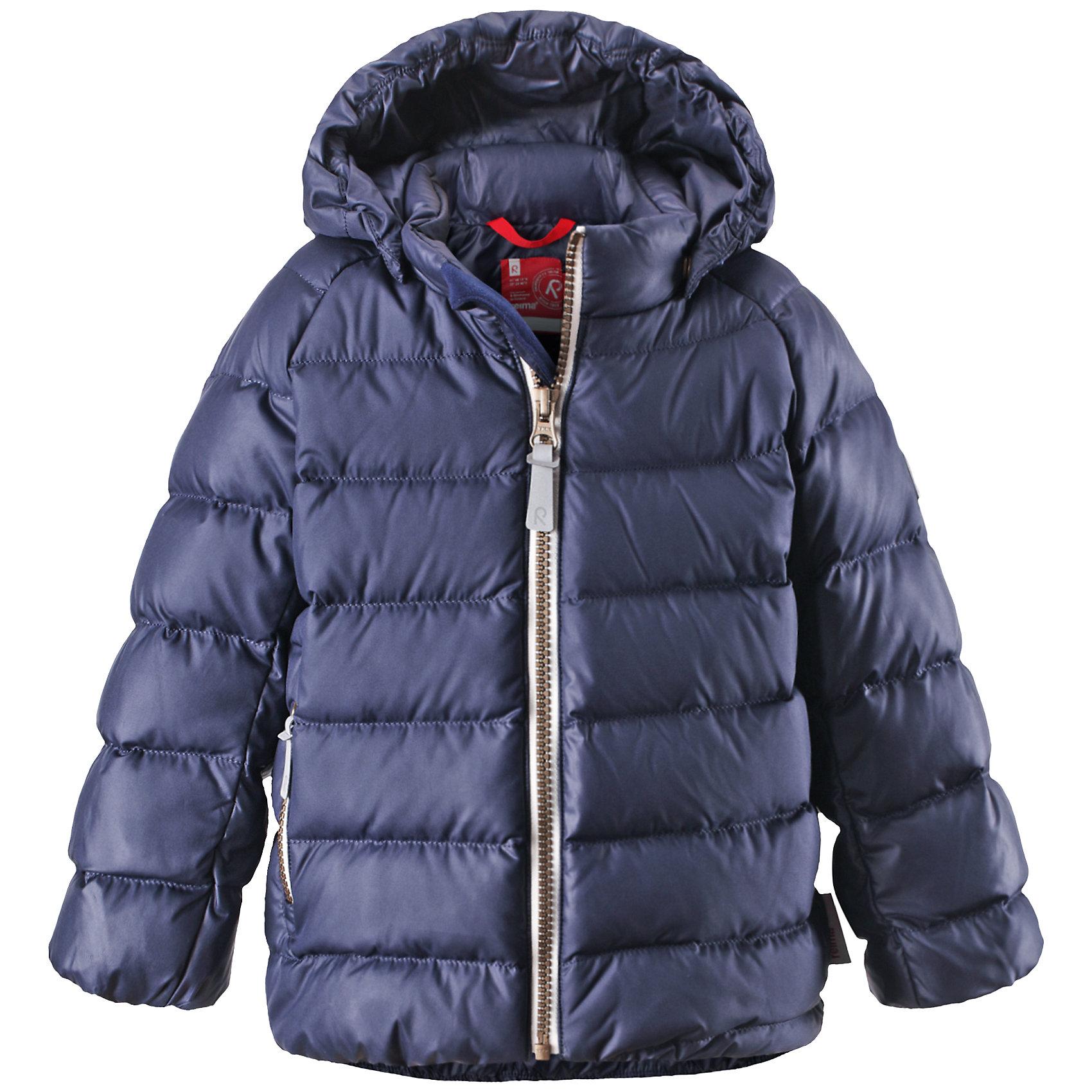 Куртка Minst ReimaКуртка  Reima<br>Пуховая куртка для малышей. Водоотталкивающий, ветронепроницаемый, «дышащий» и грязеотталкивающий материал. Гладкая подкладка из полиэстра. В качестве утеплителя использованы пух и перо (60%/40%). Безопасный, съемный капюшон. Эластичные подол и манжеты. Карман на молнии. Безопасные светоотражающие элементы.<br>Уход:<br>Стирать по отдельности, вывернув наизнанку. Застегнуть молнии и липучки. Стирать моющим средством, не содержащим отбеливающие вещества. Полоскать без специального средства. Во избежание изменения цвета изделие необходимо вынуть из стиральной машинки незамедлительно после окончания программы стирки. Барабанное сушение при низкой температуре с 3 теннисными мячиками. Выверните изделие наизнанку в середине сушки.<br>Состав:<br>100% Полиэстер<br><br>Ширина мм: 356<br>Глубина мм: 10<br>Высота мм: 245<br>Вес г: 519<br>Цвет: синий<br>Возраст от месяцев: 6<br>Возраст до месяцев: 9<br>Пол: Мужской<br>Возраст: Детский<br>Размер: 74,92,86,98,80<br>SKU: 4776066