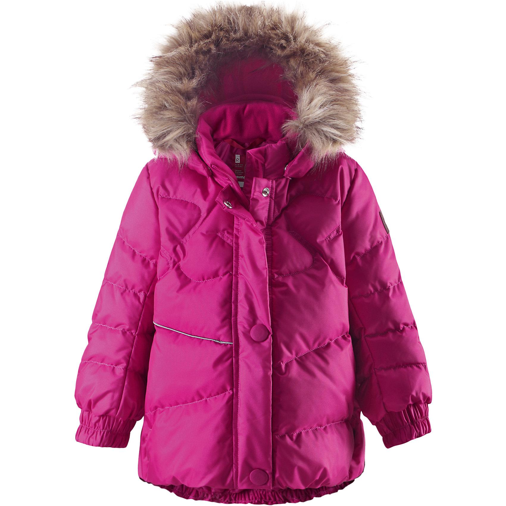 Куртка для девочки ReimaКуртка для девочки Reima<br>Пуховая куртка для малышей. Водоотталкивающий, ветронепроницаемый, «дышащий» и грязеотталкивающий материал. Крой для девочек. Гладкая подкладка из полиэстра. В качестве утеплителя использованы пух и перо (60%/40%). Безопасный съемный капюшон с отсоединяемой меховой каймой из искусственного меха. Эластичные манжеты. Присобранный подол. Регулируемый подол. Два кармана на молнии. Безопасные светоотражающие детали. Петля для дополнительных светоотражающих деталей.<br>Уход:<br>Стирать по отдельности, вывернув наизнанку. Перед стиркой отстегните искусственный мех. Застегнуть молнии и липучки. Стирать моющим средством, не содержащим отбеливающие вещества. Полоскать без специального средства. Во избежание изменения цвета изделие необходимо вынуть из стиральной машинки незамедлительно после окончания программы стирки. Барабанное сушение при низкой температуре с 3 теннисными мячиками. Выверните изделие наизнанку в середине сушки.<br>Состав:<br>65% Полиамид, 35% Полиэстер, полиуретановое покрытие<br><br>Ширина мм: 356<br>Глубина мм: 10<br>Высота мм: 245<br>Вес г: 519<br>Цвет: розовый<br>Возраст от месяцев: 18<br>Возраст до месяцев: 24<br>Пол: Женский<br>Возраст: Детский<br>Размер: 92,80,98,86<br>SKU: 4776094