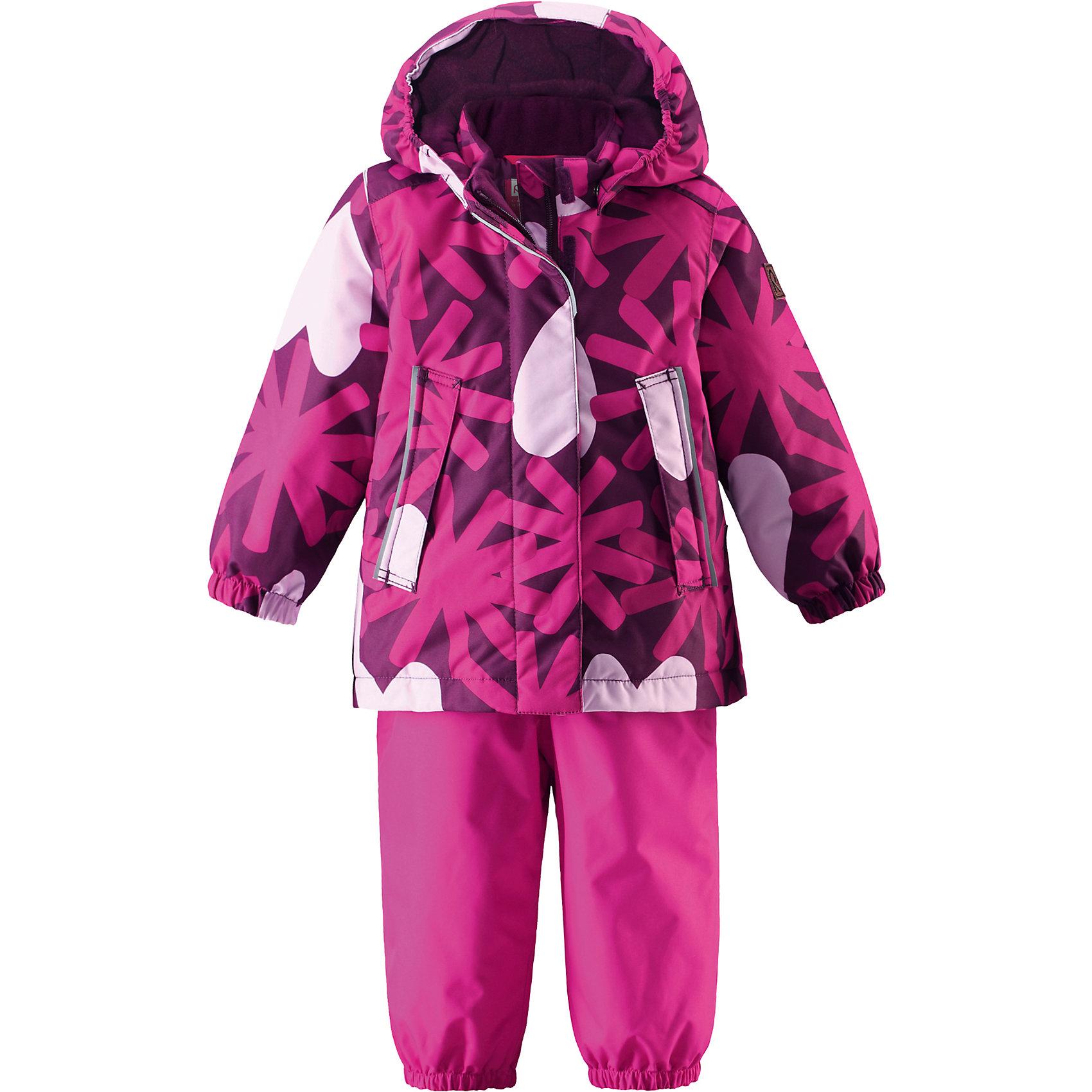 Комплект Misteli для девочки ReimaВерхняя одежда<br>Комплект для девочки Reima<br>Зимний комбинезон для малышей. Основные швы проклеены и не пропускают влагу. Водоотталкивающий, ветронепроницаемый, «дышащий» и грязеотталкивающий материал. Утепленная задняя часть изделия. Гладкая подкладка из полиэстра. Безопасный, отстегивающийся и регулируемый капюшон. Эластичные манжеты. Высокая талия с регулируемыми подтяжками. Съемные эластичные штрипки. Длинная молния для легкого одевания. Карманы на молнииБезопасные светоотражающие детали.<br>Утеплитель: Reima® Comfort+ insulation,160 g, 140 g<br>Уход:<br>Стирать по отдельности, вывернув наизнанку. Застегнуть молнии и липучки. Стирать моющим средством, не содержащим отбеливающие вещества. Полоскать без специального средства. Во избежание изменения цвета изделие необходимо вынуть из стиральной машинки незамедлительно после окончания программы стирки. Сушить при низкой температуре.<br>Состав:<br>100% Полиамид, полиуретановое покрытие<br><br>Ширина мм: 356<br>Глубина мм: 10<br>Высота мм: 245<br>Вес г: 519<br>Цвет: розовый<br>Возраст от месяцев: 9<br>Возраст до месяцев: 12<br>Пол: Женский<br>Возраст: Детский<br>Размер: 80,86,92,98,74<br>SKU: 4776158