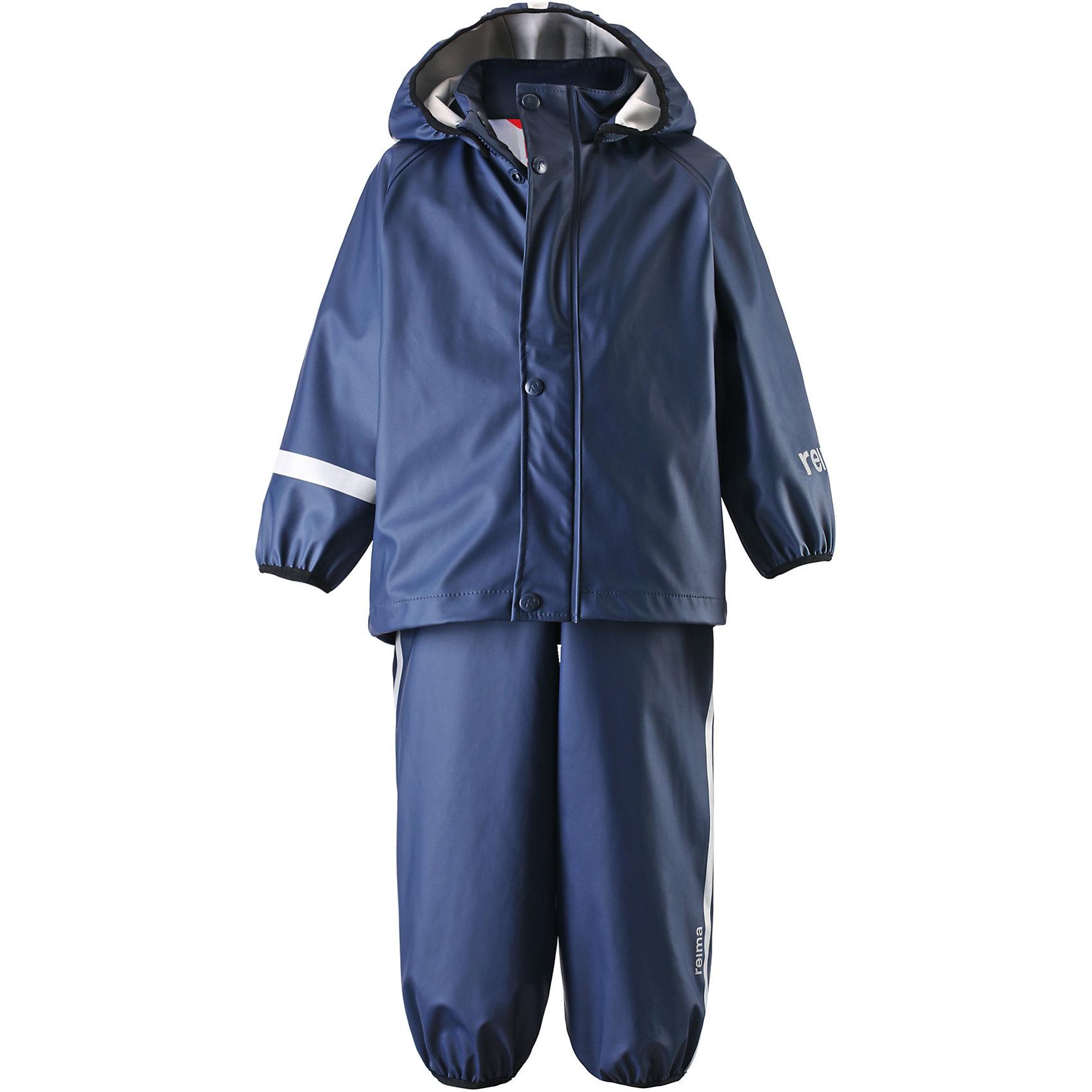 Непромокаемый комплект: куртка и брюки Tihku для мальчика ReimaОдежда<br>Непромокаемый комплект  Reima.<br>Комплект для дождливой погоды для малышей. Запаянные швы, не пропускающие влагу. Эластичный материал. Без ПХВ. Безопасный, съемный капюшон. Эластичная резинка на кромке капюшона. Эластичные манжеты. Регулируемый обхват талии. Эластичная резинка на штанинах. Съемные эластичные штрипки. Молния спереди. Регулируемые эластичные подтяжки. Безопасные светоотражающие детали. Отличный вариант для дождливой погоды.<br>Уход:<br>Стирать по отдельности, вывернув наизнанку. Застегнуть молнии и липучки. Стирать моющим средством, не содержащим отбеливающие вещества. Полоскать без специального средства. Во избежание изменения цвета изделие необходимо вынуть из стиральной машинки незамедлительно после окончания программы стирки. Сушить при низкой температуре.<br>Состав:<br>100% Полиамид, полиуретановое покрытие<br><br>Ширина мм: 356<br>Глубина мм: 10<br>Высота мм: 245<br>Вес г: 519<br>Цвет: синий<br>Возраст от месяцев: 60<br>Возраст до месяцев: 72<br>Пол: Мужской<br>Возраст: Детский<br>Размер: 116,86,98,110,92,80,104<br>SKU: 4776180