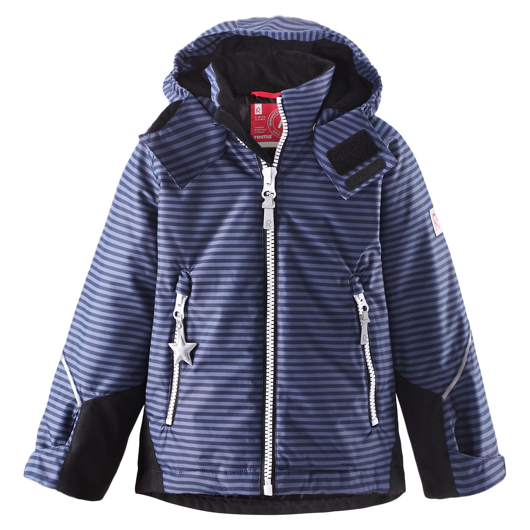 Куртка Kiddo Kisa для мальчика ReimaОдежда<br>Куртка  Reima<br>Зимняя куртка для детей. Основные швы проклеены и не пропускают влагу. Прочные усиленные вставки на рукавах и спинке. Водо- и ветронепроницаемый, «дышащий» и грязеотталкивающий материал. Гладкая подкладка из полиэстра. Безопасный, съемный капюшон. Регулируемые манжеты и подол. Два кармана на молнии. Принт по всей поверхности. Безопасные светоотражающие детали<br>Утеплитель: Reima® Soft Loft insulation,160 g<br>Уход:<br>Стирать по отдельности, вывернув наизнанку. Застегнуть молнии и липучки. Стирать моющим средством, не содержащим отбеливающие вещества. Полоскать без специального средства. Во избежание изменения цвета изделие необходимо вынуть из стиральной машинки незамедлительно после окончания программы стирки. Сушить при низкой температуре.<br>Состав:<br>100% Полиамид, полиуретановое покрытие<br><br>Ширина мм: 356<br>Глубина мм: 10<br>Высота мм: 245<br>Вес г: 519<br>Цвет: синий<br>Возраст от месяцев: 18<br>Возраст до месяцев: 24<br>Пол: Мужской<br>Возраст: Детский<br>Размер: 92,98,134,104,140,116,128,110,122<br>SKU: 4776445