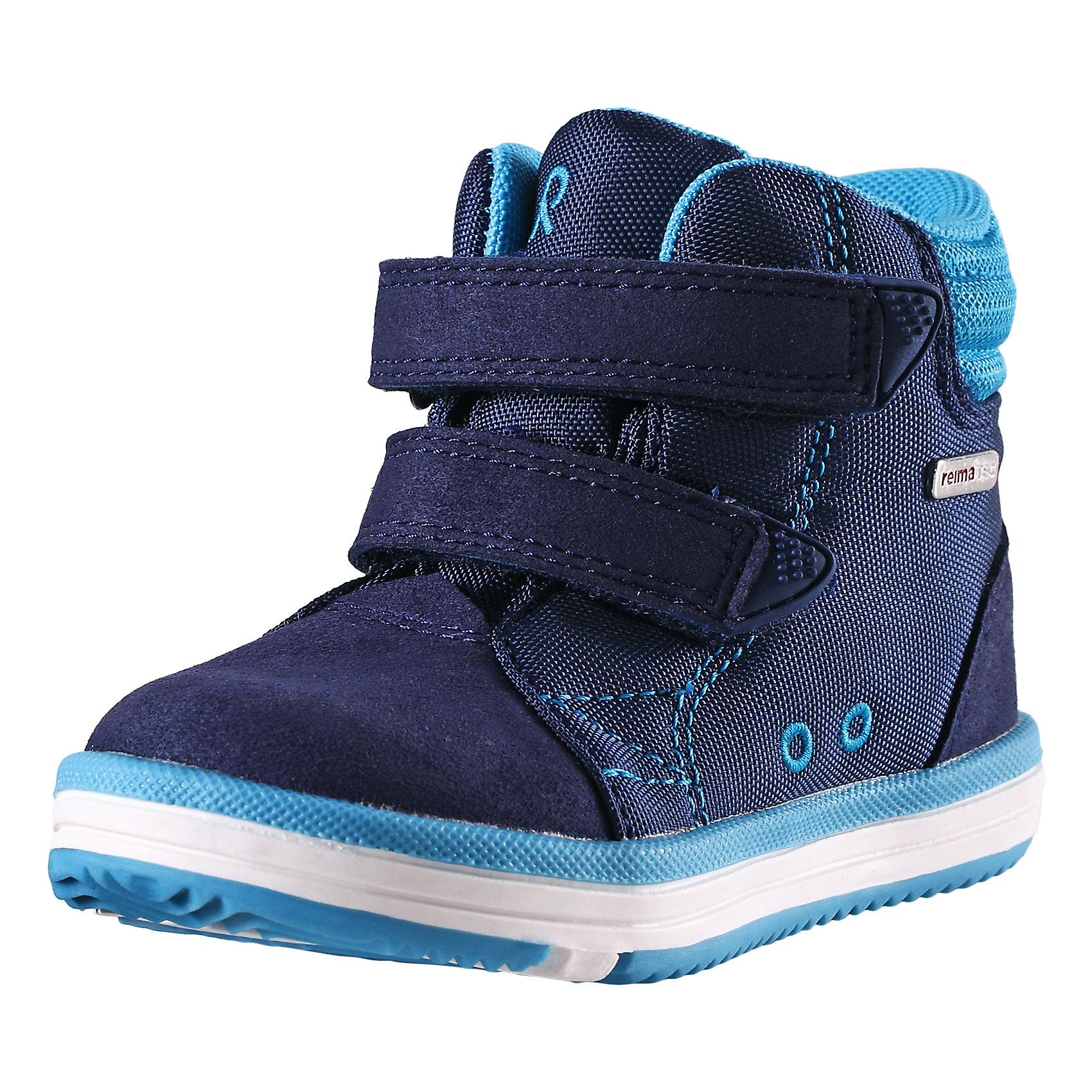 Ботинки Patter для мальчика Reimatec® ReimaОбувь<br>Ботинки  Reimatec® Reima<br>Кроссовки для малышей. Водонепроницаемая демисезонная обувь. Подошва Reima® из термопластичного каучука с рисунком Happy Fit. Водонепроницаемые, герметичные вставки с подкладкой из mesh-сетки. Съемные стельки с рисунком Happy Fit, которые помогают определить размер. Можно стирать в машине при температуре 30 °C. Простая застежка на липучке, имеющая две точки крепления. Светоотражающие детали.<br>Уход:<br>Храните обувь в вертикальном положении при комнатной температуре. Сушить обувь всегда следует при комнатной температуре: вынув съемные стельки. Стельки следует время от времени заменять на новые. Налипшую грязь можно счищать щеткой или влажной тряпкой. Перед использованием обувь рекомендуется обрабатывать специальными защитными средствами.<br>Состав:<br>Подошва: Термопластиковая резина, Верх: 80% Брезент 20% ПУ<br><br>Ширина мм: 262<br>Глубина мм: 176<br>Высота мм: 97<br>Вес г: 427<br>Цвет: синий<br>Возраст от месяцев: 9<br>Возраст до месяцев: 12<br>Пол: Мужской<br>Возраст: Детский<br>Размер: 20,28,30,25,23,26,22,27,21,24,29<br>SKU: 4776524