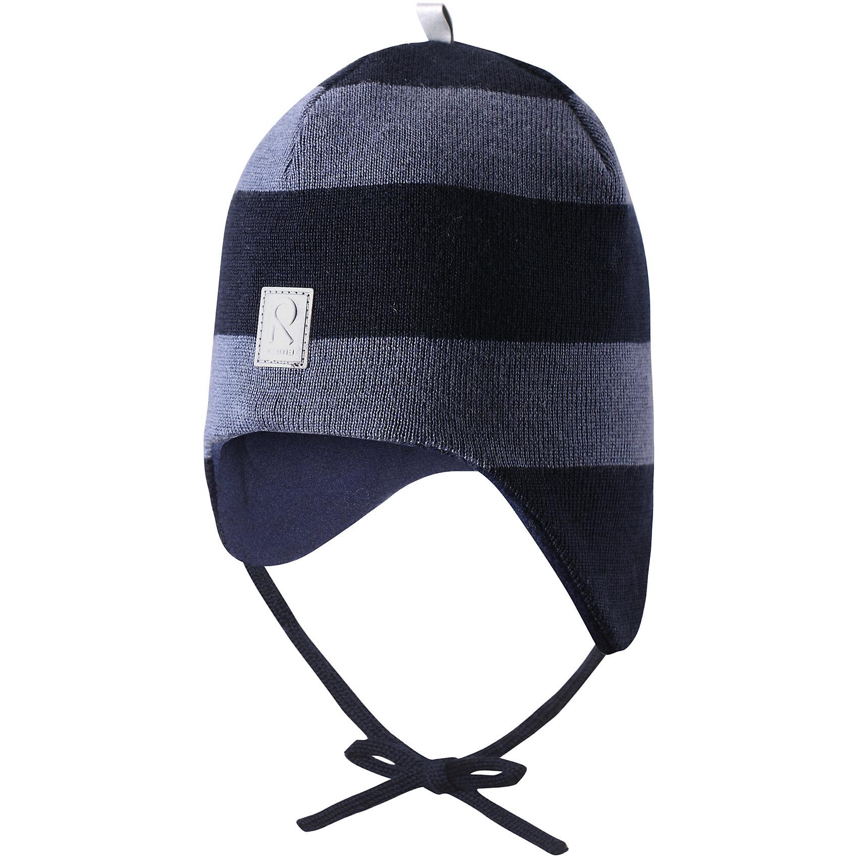 Шапка Auva для мальчика ReimaШапки и шарфы<br>Шапка  Reima<br>Шапка «Бини» для малышей. Мягкая ткань из мериносовой шерсти для поддержания идеальной температуры тела. Теплая шерстяная вязка (волокно). Основной материал сертифицирован Oeko-Tex, класс 1, одежда для малышей. Ветронепроницаемые вставки в области ушей. Любые размеры. Мягкая теплая подкладка из поларфлиса. Светоотражающие детали сверху.<br>Уход:<br>Стирать по отдельности, вывернув наизнанку. Придать первоначальную форму вo влажном виде. Возможна усадка 5 %.<br>Состав:<br>100% Шерсть<br><br>Ширина мм: 89<br>Глубина мм: 117<br>Высота мм: 44<br>Вес г: 155<br>Цвет: синий<br>Возраст от месяцев: 9<br>Возраст до месяцев: 18<br>Пол: Мужской<br>Возраст: Детский<br>Размер: 48,50,52,46<br>SKU: 4777082