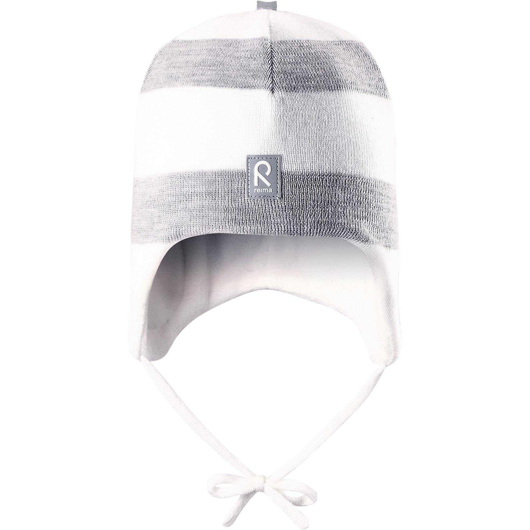 Шапка Auva ReimaШапка  Reima<br>Шапка «Бини» для малышей. Мягкая ткань из мериносовой шерсти для поддержания идеальной температуры тела. Теплая шерстяная вязка (волокно). Основной материал сертифицирован Oeko-Tex, класс 1, одежда для малышей. Ветронепроницаемые вставки в области ушей. Любые размеры. Мягкая теплая подкладка из поларфлиса. Светоотражающие детали сверху.<br>Уход:<br>Стирать по отдельности, вывернув наизнанку. Придать первоначальную форму вo влажном виде. Возможна усадка 5 %.<br>Состав:<br>100% Шерсть<br><br>Ширина мм: 89<br>Глубина мм: 117<br>Высота мм: 44<br>Вес г: 155<br>Цвет: белый<br>Возраст от месяцев: 9<br>Возраст до месяцев: 18<br>Пол: Унисекс<br>Возраст: Детский<br>Размер: 48,50,46,52<br>SKU: 4777087