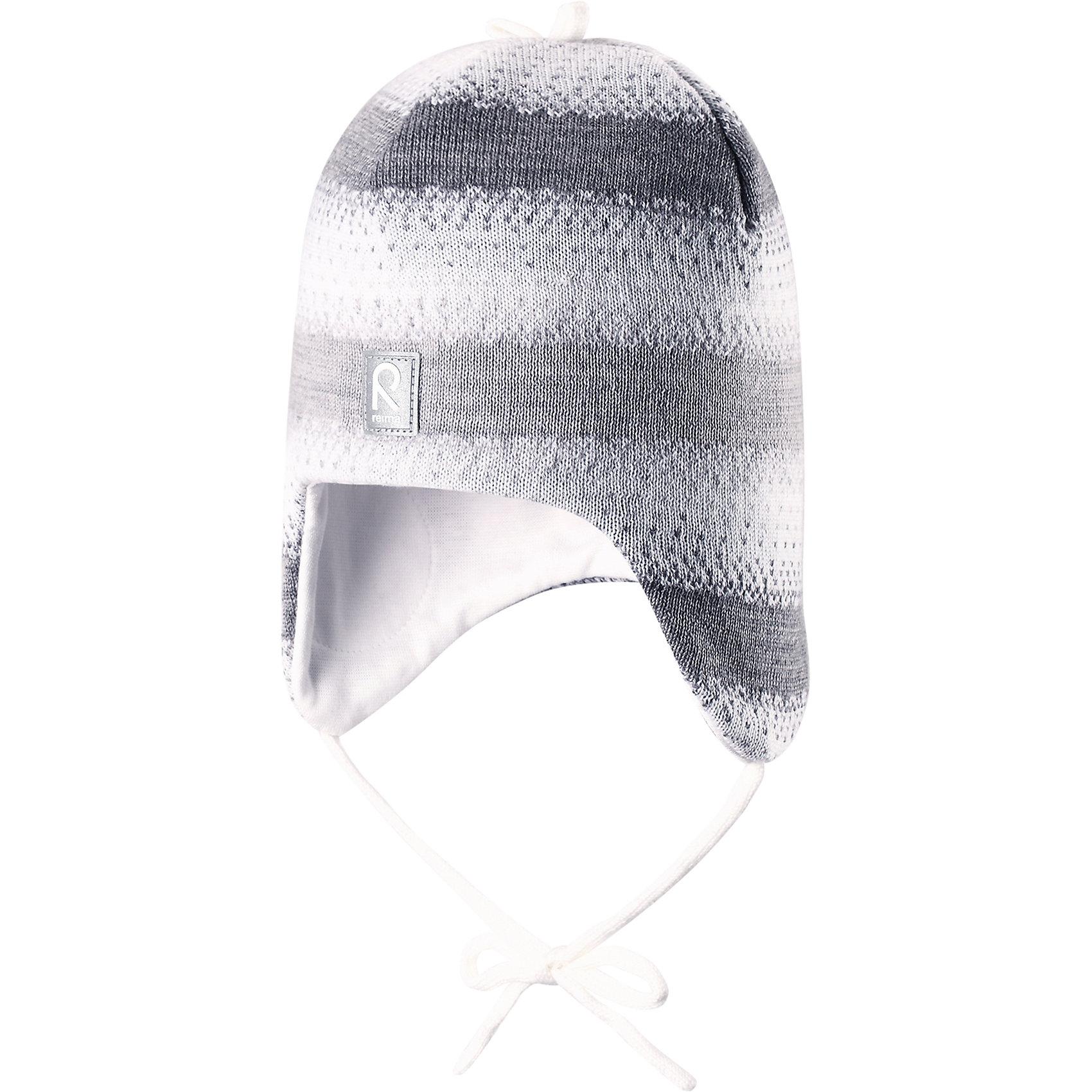 Шапка Pilvet для девочки ReimaШапки и шарфы<br>Шапка для девочки Reima<br>Шапка «Бини» для малышейМягкая ткань из мериносовой шерсти для поддержания идеальной температуры телаТеплая шерстяная вязка (волокно)Товар сертифицирован Oeko-Tex, класс 1, одежда для малышейВетронепроницаемые вставки в области ушейЛюбые размерыМягкая подкладка из хлопка и эластанаЛоготип Reima® спередиУзор из цветных полосДекоративные элементы сверхуСветоотражающий элемент спереди<br>Уход:<br>Стирать по отдельности, вывернув наизнанку. Придать первоначальную форму вo влажном виде. Возможна усадка 5 %.<br>Состав:<br>100% Шерсть<br><br>Ширина мм: 89<br>Глубина мм: 117<br>Высота мм: 44<br>Вес г: 155<br>Цвет: белый<br>Возраст от месяцев: 24<br>Возраст до месяцев: 60<br>Пол: Женский<br>Возраст: Детский<br>Размер: 52,46,48,50<br>SKU: 4777162