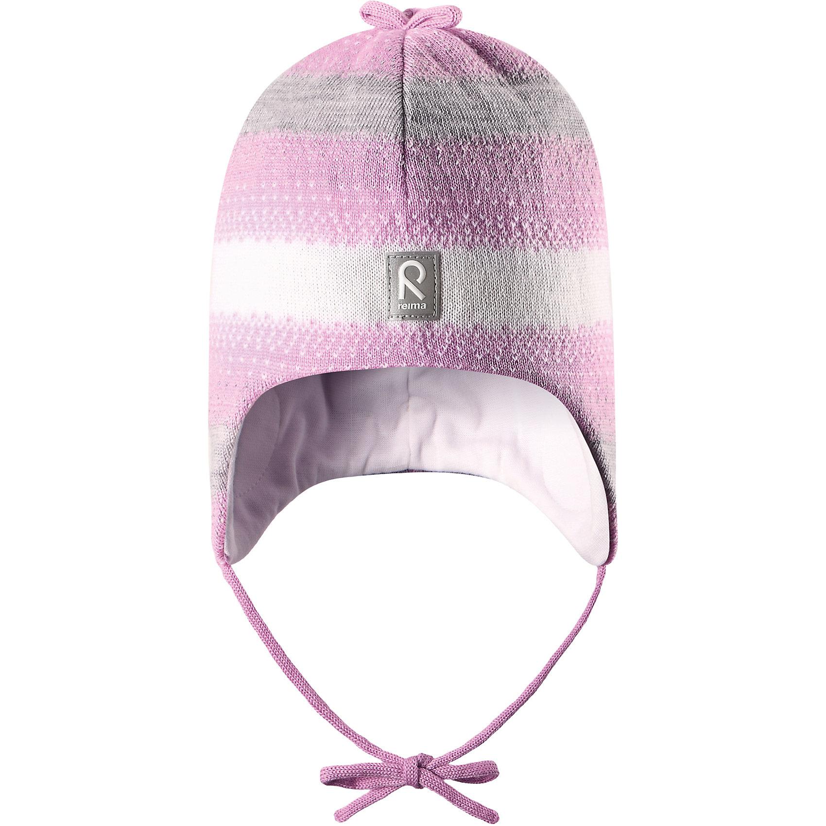 Шапка Pilvet для девочки ReimaШапка для девочки Reima<br>Шапка «Бини» для малышей. Мягкая ткань из мериносовой шерсти для поддержания идеальной температуры тела. Теплая шерстяная вязка (волокно). Товар сертифицирован Oeko-Tex, класс 1, одежда для малышей. Ветронепроницаемые вставки в области ушей. Любые размеры. Мягкая подкладка из хлопка и эластана. Логотип Reima® спереди. Узор из цветных полос. Декоративные элементы сверху. Светоотражающий элемент спереди.<br>Уход:<br>Стирать по отдельности, вывернув наизнанку. Придать первоначальную форму вo влажном виде. Возможна усадка 5 %.<br>Состав:<br>100% Шерсть<br><br>Ширина мм: 89<br>Глубина мм: 117<br>Высота мм: 44<br>Вес г: 155<br>Цвет: розовый<br>Возраст от месяцев: 9<br>Возраст до месяцев: 18<br>Пол: Женский<br>Возраст: Детский<br>Размер: 48,50,46,52<br>SKU: 4777172