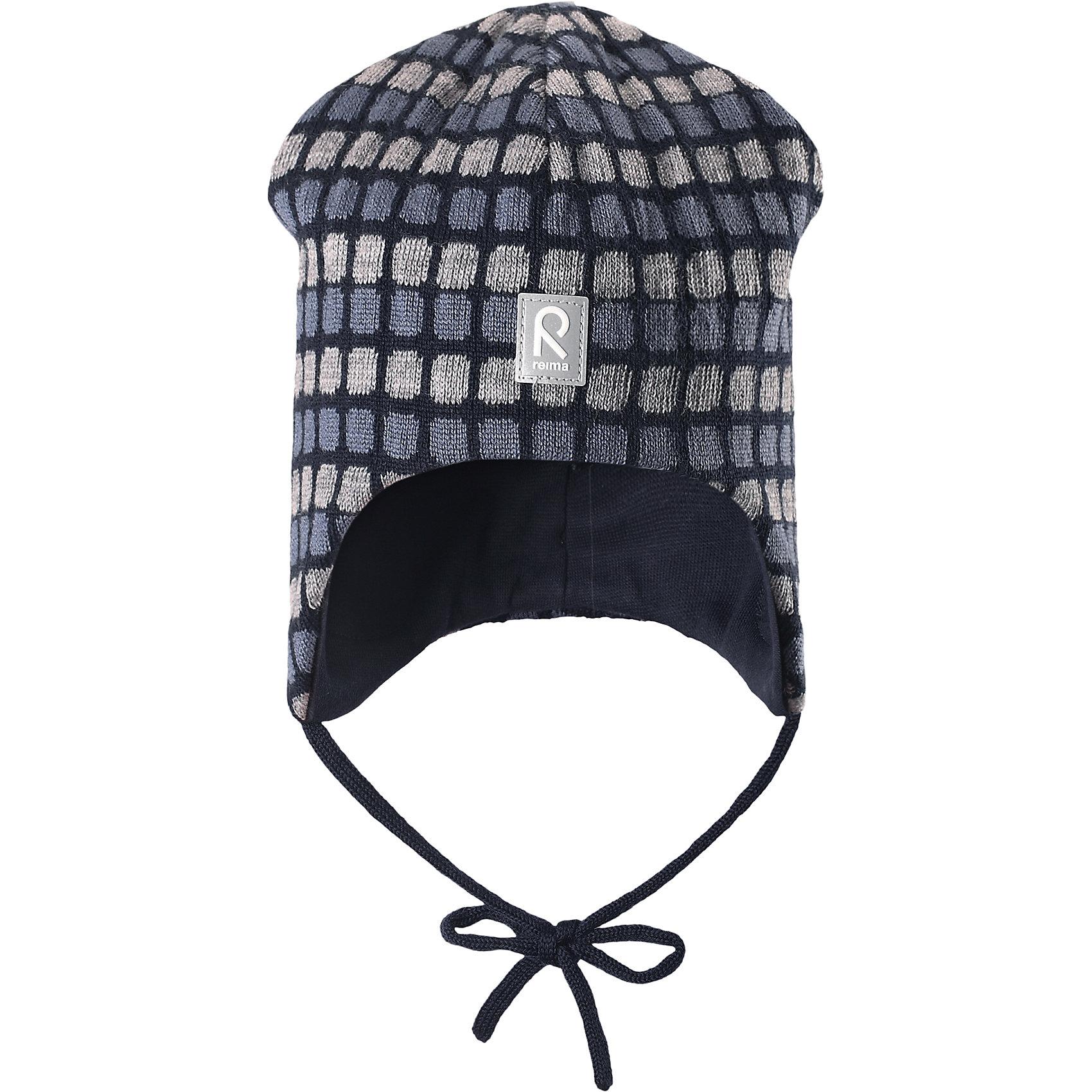 Шапка Innokas для мальчика ReimaШапка для мальчика Reima<br>Шапка «Бини» для малышей. Мягкая ткань из мериносовой шерсти для поддержания идеальной температуры тела. Теплая шерстяная вязка (волокно). Мягкий, теплый и приятный на ощупь трикотаж. Товар сертифицирован Oeko-Tex, класс 1, одежда для малышей. Ветронепроницаемые вставки в области ушей. Любые размеры. Мягкая подкладка из хлопка и эластана. Жаккардовый вязаный узор по всей поверхности. Декоративные элементы сверху. Интересная структура поверхности. Светоотражающий элемент спереди.<br>Уход:<br>Стирать по отдельности, вывернув наизнанку. Придать первоначальную форму вo влажном виде. Возможна усадка 5 %.<br>Состав:<br>100% Шерсть<br><br>Ширина мм: 89<br>Глубина мм: 117<br>Высота мм: 44<br>Вес г: 155<br>Цвет: синий<br>Возраст от месяцев: 9<br>Возраст до месяцев: 18<br>Пол: Мужской<br>Возраст: Детский<br>Размер: 48,52,46,50<br>SKU: 4777187