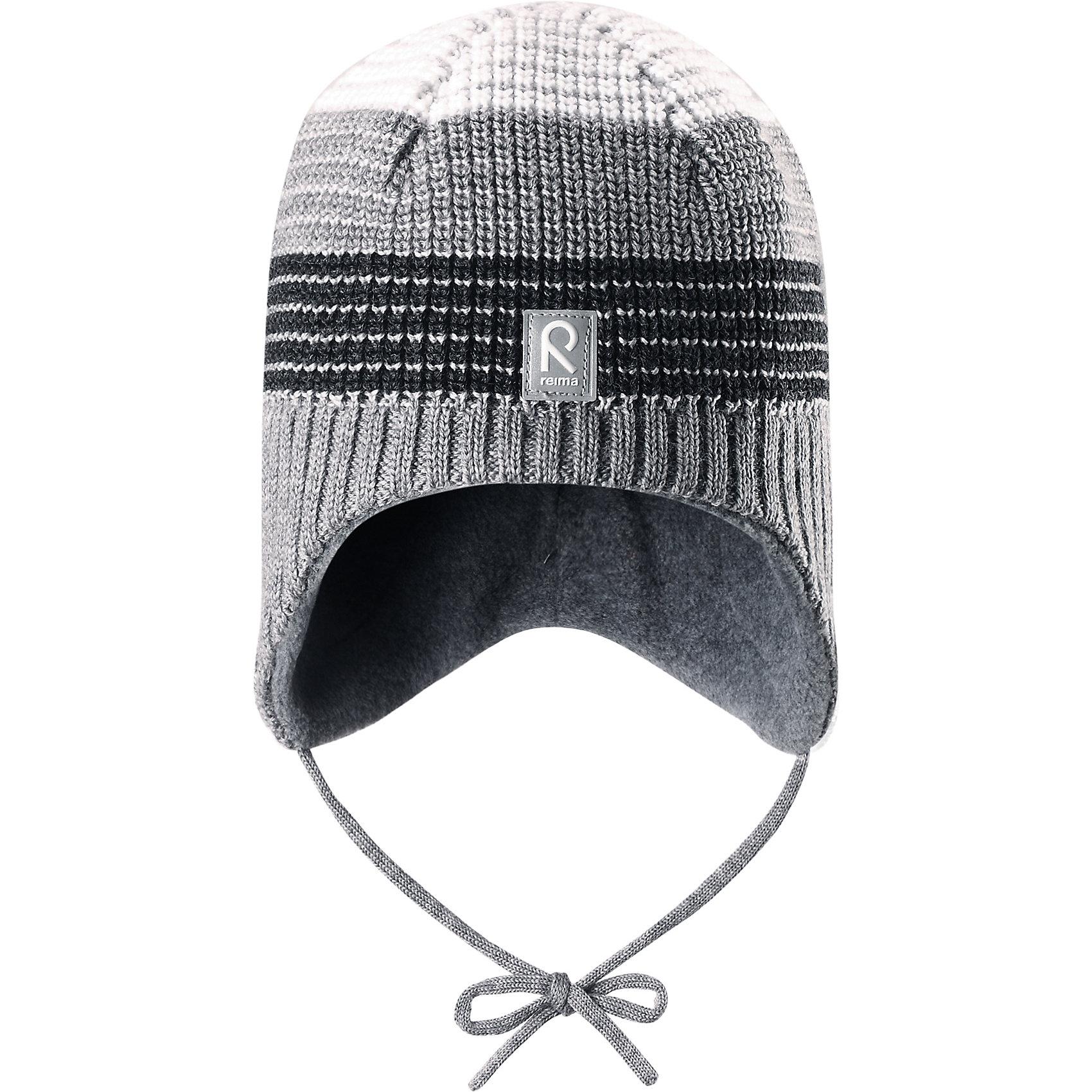Шапка Tilava ReimaШапка  Reima<br>Шерстяная шапка «Бини» для детей и малышей. Мягкая ткань из мериносовой шерсти для поддержания идеальной температуры тела. Теплый толстый качественный трикотаж. Товар сертифицирован Oeko-Tex, класс 1, одежда для малышей. Ветронепроницаемые вставки в области ушей. Любые размеры. Мягкая теплая подкладка из поларфлиса. Скандинавский вязаный узор. Декоративные элементы сверху. Интересная структура поверхности. Светоотражающий элемент спереди.<br>Уход:<br>Стирать по отдельности, вывернув наизнанку. Придать первоначальную форму вo влажном виде. Возможна усадка 5 %.<br>Состав:<br>100% Шерсть<br><br>Ширина мм: 89<br>Глубина мм: 117<br>Высота мм: 44<br>Вес г: 155<br>Цвет: серый<br>Возраст от месяцев: 18<br>Возраст до месяцев: 36<br>Пол: Мужской<br>Возраст: Детский<br>Размер: 50,48,54,52<br>SKU: 4777272