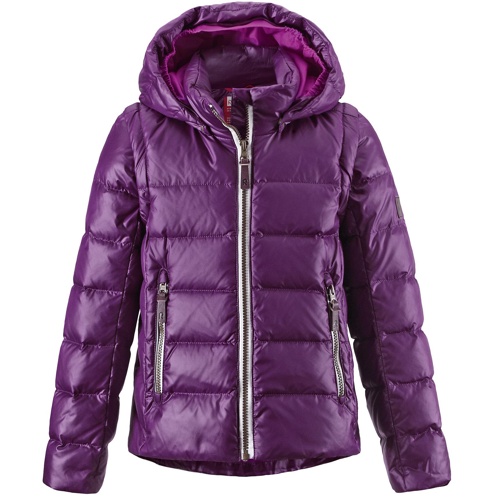Куртка Sneak для девочки ReimaКуртка для девочки Reima<br>Пуховая куртка для подростков. Водоотталкивающий, ветронепроницаемый, «дышащий» и грязеотталкивающий материал. Крой для девочек. Гладкая подкладка из полиэстраВ качестве утеплителя использованы пух и перо (60%/40%). Безопасный, съемный капюшон. Эластичные манжеты. Отстегивающиеся рукава на молнии. Эластичная кромка подола. Два кармана на молнии. Безопасные светоотражающие детали.<br>Уход:<br>Стирать по отдельности, вывернув наизнанку. Застегнуть молнии и липучки. Стирать моющим средством, не содержащим отбеливающие вещества. Полоскать без специального средства. Во избежание изменения цвета изделие необходимо вынуть из стиральной машинки незамедлительно после окончания программы стирки. Барабанное сушение при низкой температуре с 3 теннисными мячиками. Выверните изделие наизнанку в середине сушки.<br>Состав:<br>100% Полиэстер<br><br>Ширина мм: 356<br>Глубина мм: 10<br>Высота мм: 245<br>Вес г: 519<br>Цвет: фиолетовый<br>Возраст от месяцев: 60<br>Возраст до месяцев: 72<br>Пол: Женский<br>Возраст: Детский<br>Размер: 116,134,128,152,140,158,122,146,164<br>SKU: 4778145