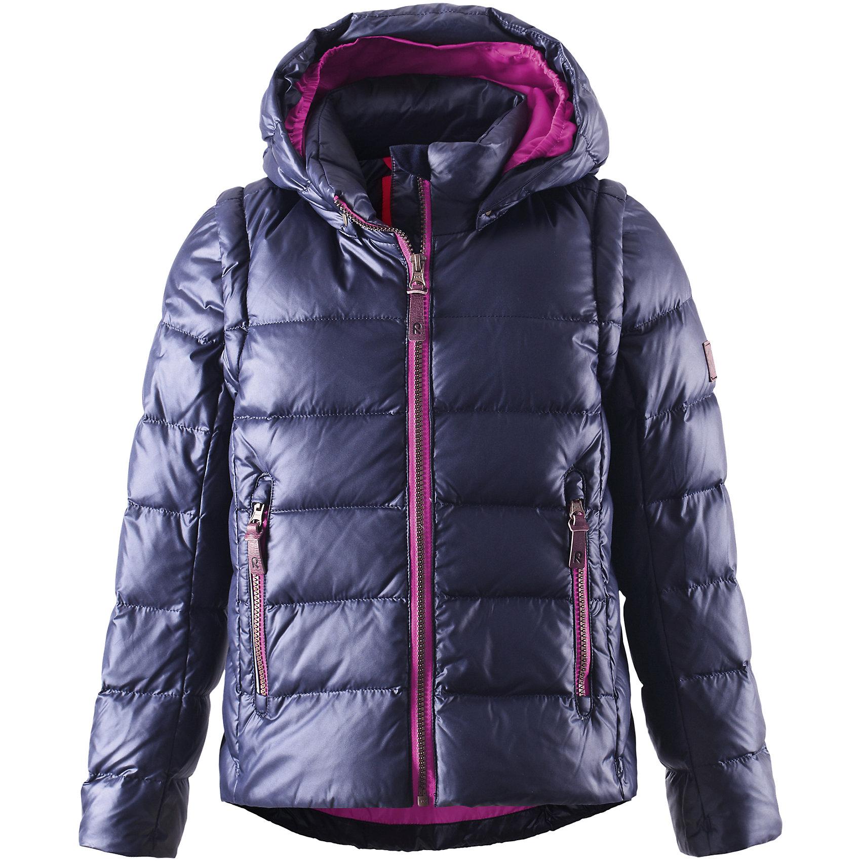 Куртка Sneak для девочки ReimaКуртка для девочки Reima<br>Пуховая куртка для подростков. Водоотталкивающий, ветронепроницаемый, «дышащий» и грязеотталкивающий материал. Крой для девочек. Гладкая подкладка из полиэстраВ качестве утеплителя использованы пух и перо (60%/40%). Безопасный, съемный капюшон. Эластичные манжеты. Отстегивающиеся рукава на молнии. Эластичная кромка подола. Два кармана на молнии. Безопасные светоотражающие детали.<br>Уход:<br>Стирать по отдельности, вывернув наизнанку. Застегнуть молнии и липучки. Стирать моющим средством, не содержащим отбеливающие вещества. Полоскать без специального средства. Во избежание изменения цвета изделие необходимо вынуть из стиральной машинки незамедлительно после окончания программы стирки. Барабанное сушение при низкой температуре с 3 теннисными мячиками. Выверните изделие наизнанку в середине сушки.<br>Состав:<br>100% Полиэстер<br><br>Ширина мм: 548<br>Глубина мм: 406<br>Высота мм: 38<br>Вес г: 629<br>Цвет: синий<br>Возраст от месяцев: 108<br>Возраст до месяцев: 120<br>Пол: Женский<br>Возраст: Детский<br>Размер: 140,122,152,134,146,158,128,164,116<br>SKU: 4778155
