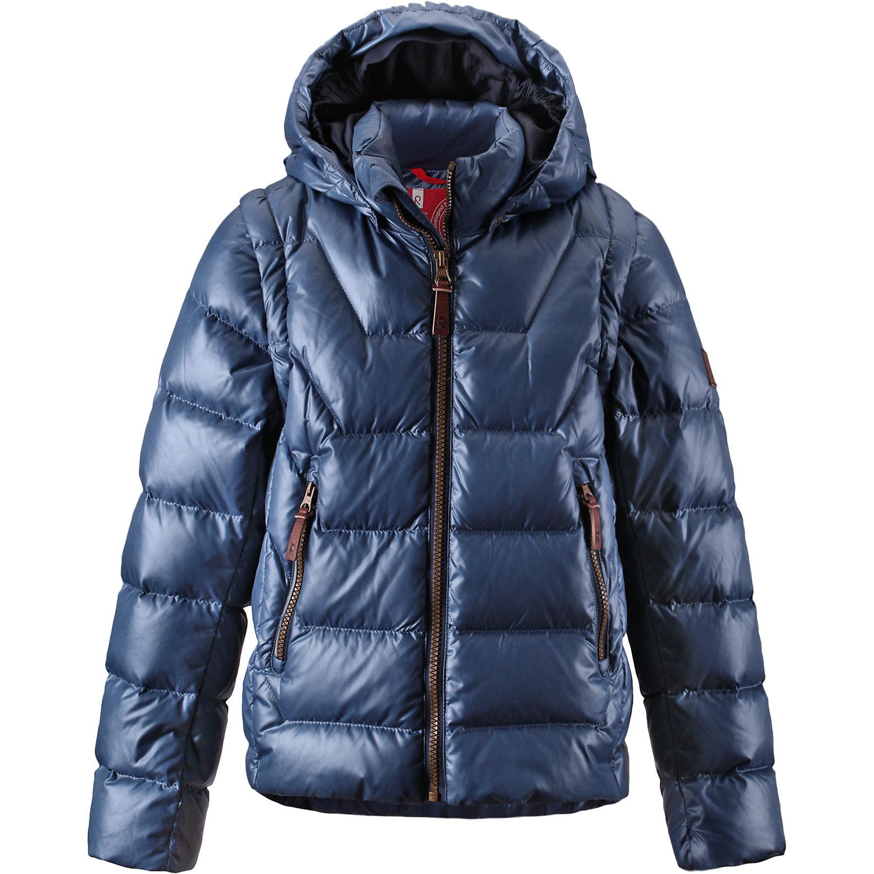 Куртка Spruce для мальчика ReimaКуртка для мальчика Reima<br>Пуховая куртка для подростков . Водоотталкивающий, ветронепроницаемый, «дышащий» и грязеотталкивающий материал. Гладкая подкладка из полиэстра. В качестве утеплителя использованы пух и перо (60%/40%). Безопасный, съемный капюшон. Эластичные манжеты. Отстегивающиеся рукава на молнии. Эластичная кромка подола. Два кармана на молнии. Безопасные светоотражающие детали.<br>Уход:<br>Стирать по отдельности, вывернув наизнанку. Застегнуть молнии и липучки. Стирать моющим средством, не содержащим отбеливающие вещества. Полоскать без специального средства. Во избежание изменения цвета изделие необходимо вынуть из стиральной машинки незамедлительно после окончания программы стирки. Барабанное сушение при низкой температуре с 3 теннисными мячиками. Выверните изделие наизнанку в середине сушки.<br>Состав:<br>100% Полиэстер<br><br>Ширина мм: 356<br>Глубина мм: 10<br>Высота мм: 245<br>Вес г: 519<br>Цвет: синий<br>Возраст от месяцев: 96<br>Возраст до месяцев: 108<br>Пол: Мужской<br>Возраст: Детский<br>Размер: 134,116,140,152,158,146,164,128,122<br>SKU: 4778185
