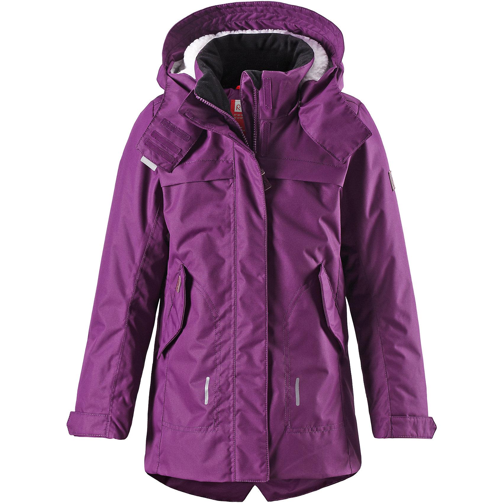 Куртка для девочки ReimaКуртка для девочки Reima<br>Куртка для подростков. Основные швы проклеены и не пропускают влагу. Водо- и ветронепроницаемый, «дышащий» и грязеотталкивающий материал. Крой для девочек. Стеганая подкладка. Махровая подкладка на капюшоне. Безопасный, съемный капюшон. Регулируемый манжет на липучке. Внутренняя регулировка обхвата талии. Удлиненный подол сзади. Два кармана с клапанами. Безопасные светоотражающие детали. Петля для дополнительных светоотражающих деталей.<br>Утеплитель: Reima® Comfort+ insulation,140 g<br>Уход:<br>Стирать по отдельности, вывернув наизнанку. Застегнуть молнии и липучки. Стирать моющим средством, не содержащим отбеливающие вещества. Полоскать без специального средства. Во избежание изменения цвета изделие необходимо вынуть из стиральной машинки незамедлительно после окончания программы стирки. Сушить при низкой температуре.<br>Состав:<br>100% Полиамид, полиуретановое покрытие<br><br>Ширина мм: 356<br>Глубина мм: 10<br>Высота мм: 245<br>Вес г: 519<br>Цвет: красный<br>Возраст от месяцев: 72<br>Возраст до месяцев: 84<br>Пол: Женский<br>Возраст: Детский<br>Размер: 122,152,134,116,128,104,110,140,146,158,164<br>SKU: 4778195