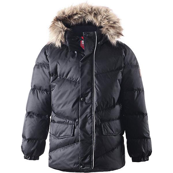 Куртка Pause для мальчика ReimaОдежда<br>Куртка для мальчика Reima<br>Пуховая куртка для подростков. Водоотталкивающий, ветронепроницаемый, «дышащий» и грязеотталкивающий материал. Гладкая подкладка из полиэстра. В качестве утеплителя использованы пух и перо (60%/40%). Безопасный съемный капюшон с отсоединяемой меховой каймой из искусственного меха. Регулируемый подол. Два кармана с клапанами. Безопасные светоотражающие детали. Петля для дополнительных светоотражающих деталей.<br>Уход:<br>Стирать по отдельности, вывернув наизнанку. Перед стиркой отстегните искусственный мех. Застегнуть молнии и липучки. Стирать моющим средством, не содержащим отбеливающие вещества. Полоскать без специального средства. Во избежание изменения цвета изделие необходимо вынуть из стиральной машинки незамедлительно после окончания программы стирки. Барабанное сушение при низкой температуре с 3 теннисными мячиками. Выверните изделие наизнанку в середине сушки.<br>Состав:<br>65% Полиамид, 35% Полиэстер, полиуретановое покрытие<br><br>Ширина мм: 356<br>Глубина мм: 10<br>Высота мм: 245<br>Вес г: 519<br>Цвет: черный<br>Возраст от месяцев: 36<br>Возраст до месяцев: 48<br>Пол: Мужской<br>Возраст: Детский<br>Размер: 104,110,128,134,140,164,122,116,158,152,146<br>SKU: 4778303