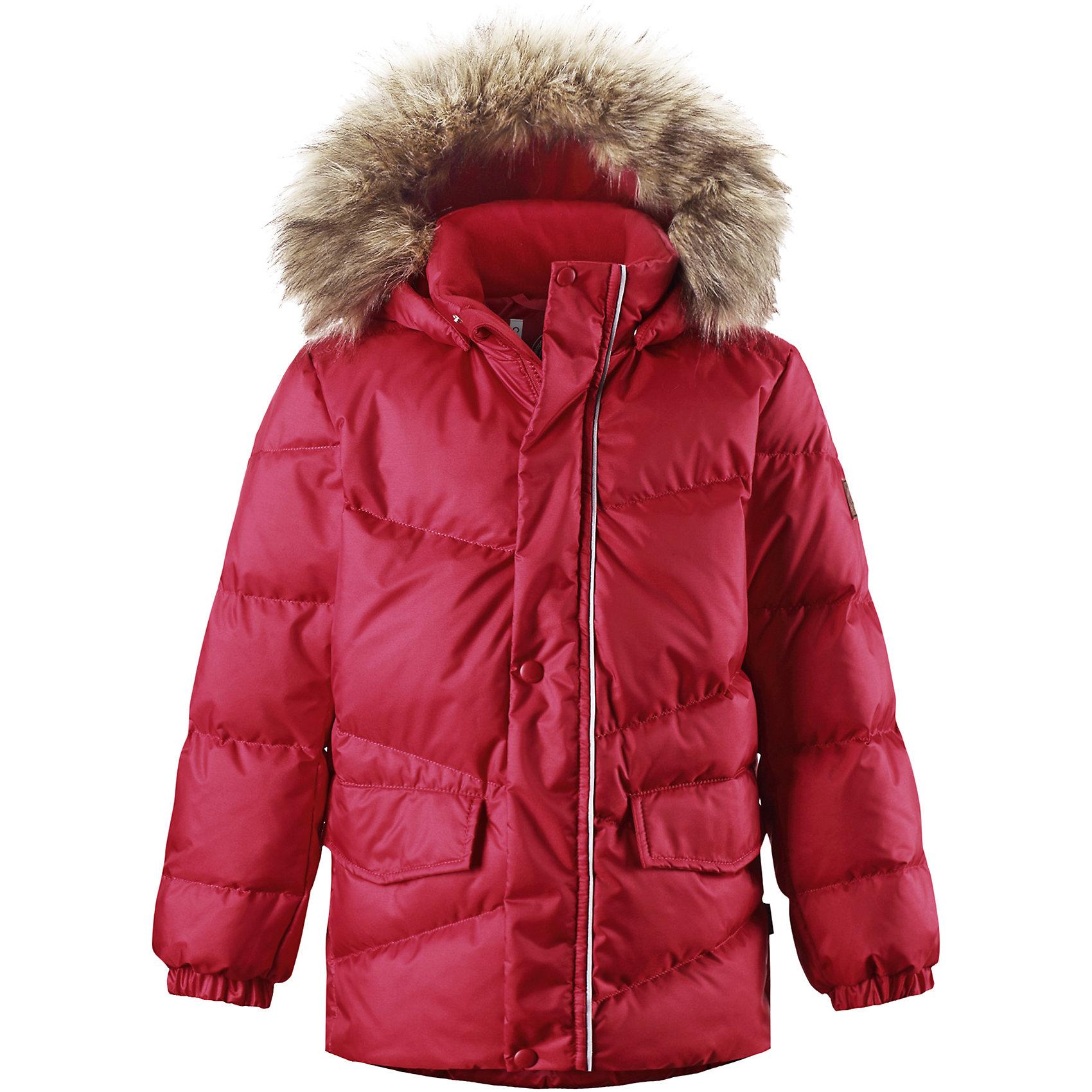 Куртка для мальчика ReimaКуртка для мальчика Reima<br>Пуховая куртка для подростков. Водоотталкивающий, ветронепроницаемый, «дышащий» и грязеотталкивающий материал. Гладкая подкладка из полиэстра. В качестве утеплителя использованы пух и перо (60%/40%). Безопасный съемный капюшон с отсоединяемой меховой каймой из искусственного меха. Регулируемый подол. Два кармана с клапанами. Безопасные светоотражающие детали. Петля для дополнительных светоотражающих деталей.<br>Уход:<br>Стирать по отдельности, вывернув наизнанку. Перед стиркой отстегните искусственный мех. Застегнуть молнии и липучки. Стирать моющим средством, не содержащим отбеливающие вещества. Полоскать без специального средства. Во избежание изменения цвета изделие необходимо вынуть из стиральной машинки незамедлительно после окончания программы стирки. Барабанное сушение при низкой температуре с 3 теннисными мячиками. Выверните изделие наизнанку в середине сушки.<br>Состав:<br>65% Полиамид, 35% Полиэстер, полиуретановое покрытие<br><br>Ширина мм: 356<br>Глубина мм: 10<br>Высота мм: 245<br>Вес г: 519<br>Цвет: красный<br>Возраст от месяцев: 48<br>Возраст до месяцев: 60<br>Пол: Мужской<br>Возраст: Детский<br>Размер: 110,122,128,134,116,140,164,146,104,152,158<br>SKU: 4778339
