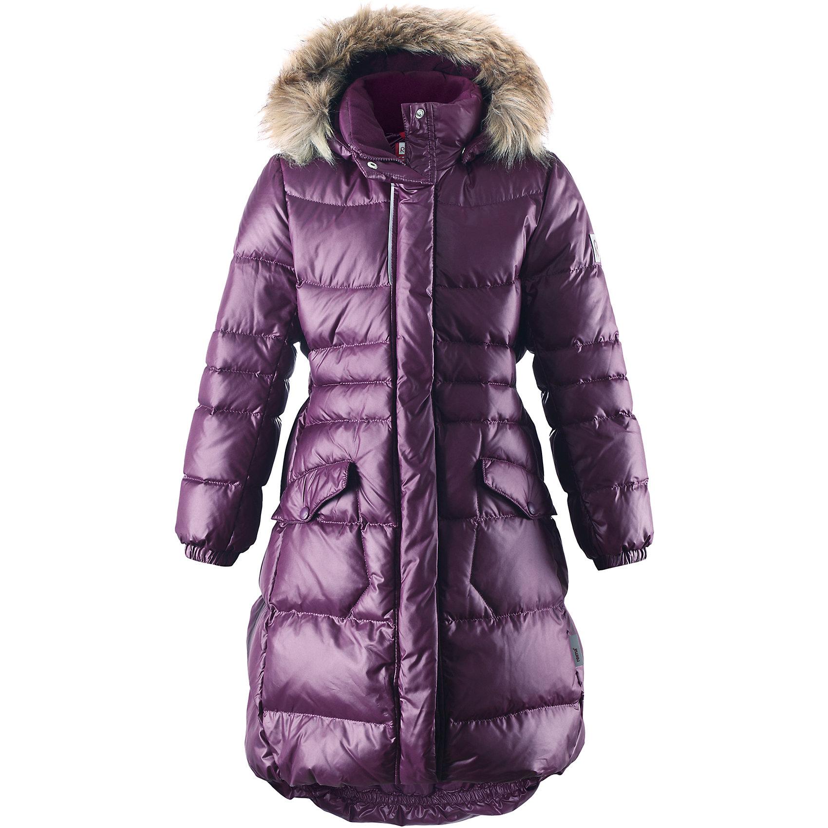 Пальто Satu для девочки ReimaОдежда<br>Пальто для девочки Reima<br>Куртка для подростков. Водоотталкивающий, ветронепроницаемый, «дышащий» и грязеотталкивающий материал. Крой для девочек. Гладкая подкладка из полиэстра. Безопасный съемный капюшон с отсоединяемой меховой каймой из искусственного меха. Эластичный пояс сзади. Эластичные подол и манжеты. Двухсторонняя молния по всей длине. Два кармана с клапанами. Безопасные светоотражающие детали. Петля для дополнительных светоотражающих деталей.<br>Уход:<br>Стирать по отдельности, вывернув наизнанку. Перед стиркой отстегните искусственный мех. Застегнуть молнии и липучки. Стирать моющим средством, не содержащим отбеливающие вещества. Полоскать без специального средства. Во избежание изменения цвета изделие необходимо вынуть из стиральной машинки незамедлительно после окончания программы стирки. Барабанное сушение при низкой температуре с 3 теннисными мячиками. Выверните изделие наизнанку в середине сушки.<br>Состав:<br>100% Полиэстер<br><br>Ширина мм: 356<br>Глубина мм: 10<br>Высота мм: 245<br>Вес г: 519<br>Цвет: лиловый<br>Возраст от месяцев: 36<br>Возраст до месяцев: 48<br>Пол: Женский<br>Возраст: Детский<br>Размер: 104,164,110,116,122,128,134,140,146,152,158<br>SKU: 4778582