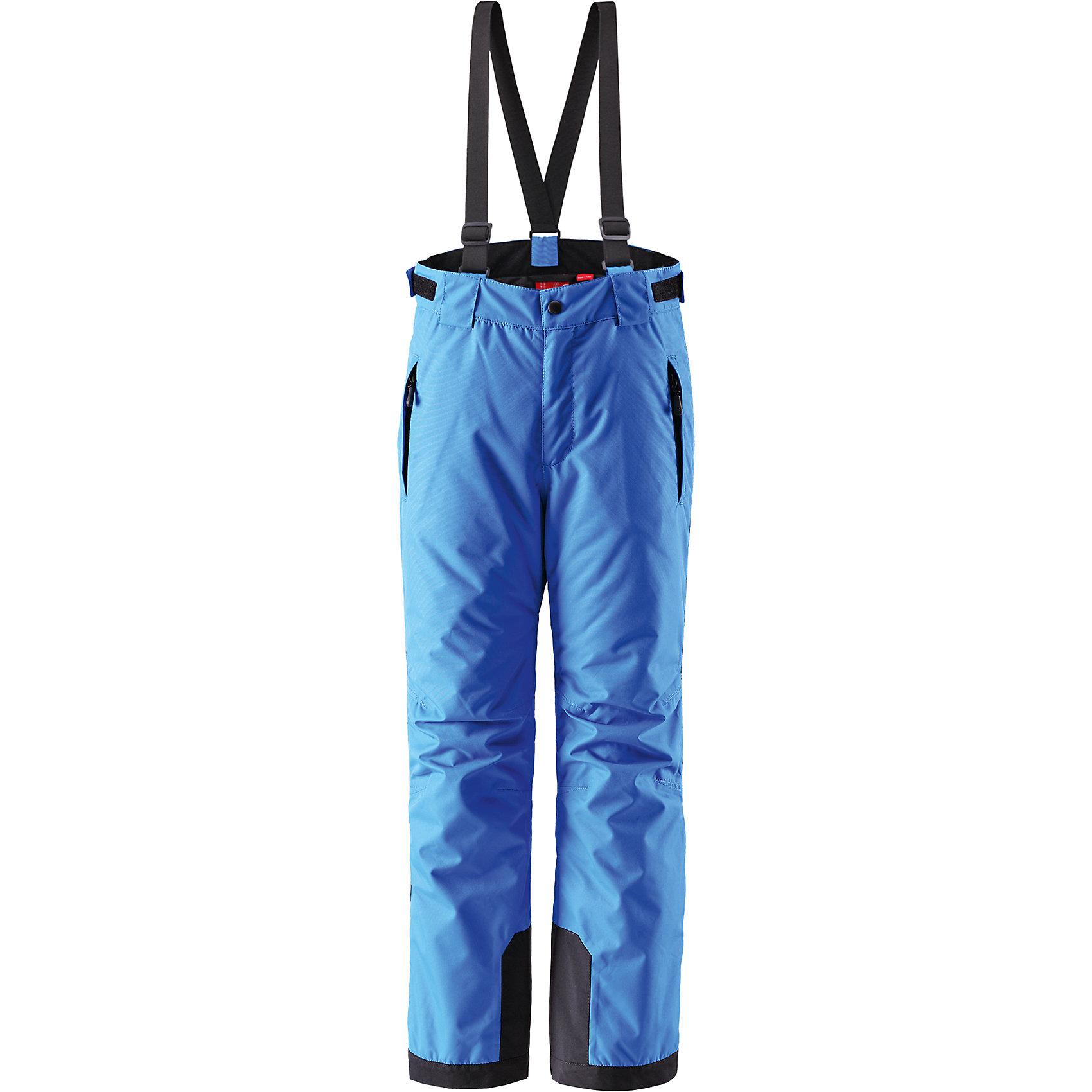 Брюки Takeoff  для мальчика ReimaБрюки  Reima<br>Зимние брюки для подростков. Основные швы проклеены и не пропускают влагу. Прочные усиленные вставки внизу брючин. Водо- и ветронепроницаемый, «дышащий» и грязеотталкивающий материал. Прямой крой. Гладкая подкладка из полиэстра. Регулируемый обхват талии. Снегозащитные манжеты на штанинах. Новая усовершенствованная молния — больше не застревает! Карманы на молнии. Регулируемые и отстегивающиеся эластичные подтяжки.<br>Утеплитель: Reima® Flex insulation,100 g<br>Уход:<br>Стирать по отдельности, вывернув наизнанку. Застегнуть молнии и липучки. Стирать моющим средством, не содержащим отбеливающие вещества. Полоскать без специального средства. Во избежание изменения цвета изделие необходимо вынуть из стиральной машинки незамедлительно после окончания программы стирки. Сушить при низкой температуре.<br>Состав:<br>100% Полиамид, полиуретановое покрытие<br><br>Ширина мм: 215<br>Глубина мм: 88<br>Высота мм: 191<br>Вес г: 336<br>Цвет: голубой<br>Возраст от месяцев: 144<br>Возраст до месяцев: 156<br>Пол: Мужской<br>Возраст: Детский<br>Размер: 158,164,104,110,116,122,128,134,140,146,152<br>SKU: 4778729