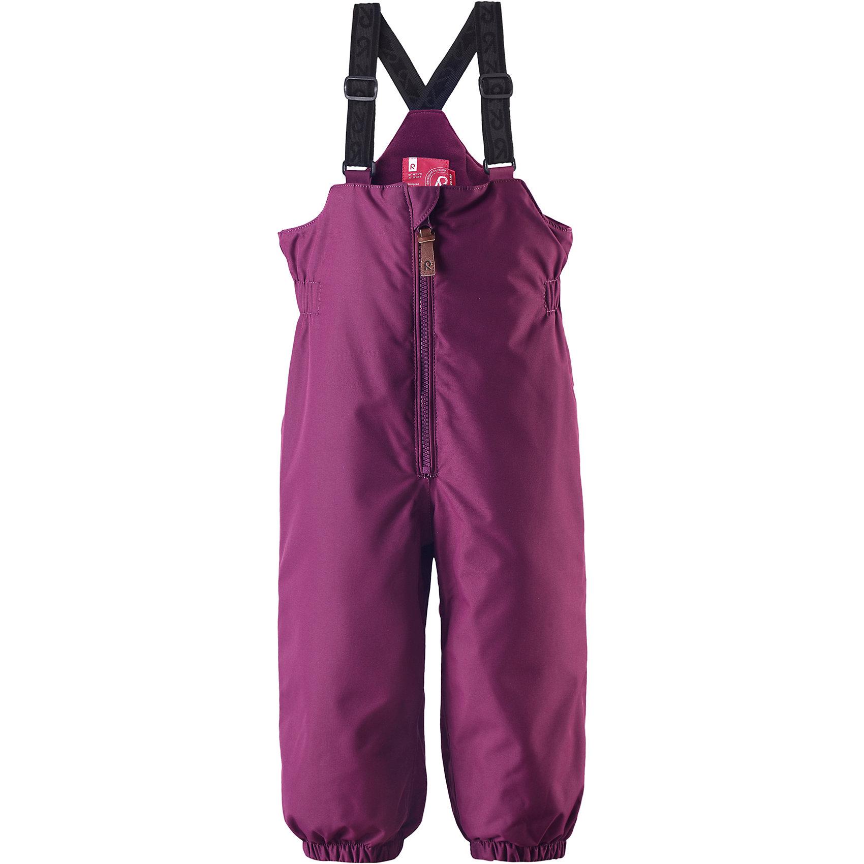 Брюки Matias для девочки ReimaБрюки  Reima<br>Зимние брюки для малышей. Основные швы проклеены и не пропускают влагу. Водо- и ветронепроницаемый, «дышащий» и грязеотталкивающий материал. Утепленная задняя часть изделия. Гладкая подкладка из полиэстра. Высокая талия с регулируемыми подтяжками. Съемные эластичные штрипки. Длинная молния для легкого одевания. Безопасные светоотражающие детали.<br>Утеплитель: Reima® Comfortinsulation,140 g<br>Уход:<br>Стирать по отдельности, вывернув наизнанку. Застегнуть молнии и липучки. Стирать моющим средством, не содержащим отбеливающие вещества. Полоскать без специального средства. Во избежание изменения цвета изделие необходимо вынуть из стиральной машинки незамедлительно после окончания программы стирки. Сушить при низкой температуре.<br>Состав:<br>100% Полиамид, полиуретановое покрытие<br><br>Ширина мм: 594<br>Глубина мм: 337<br>Высота мм: 91<br>Вес г: 341<br>Цвет: фиолетовый<br>Возраст от месяцев: 9<br>Возраст до месяцев: 12<br>Пол: Женский<br>Возраст: Детский<br>Размер: 80,98,92,86<br>SKU: 4779556
