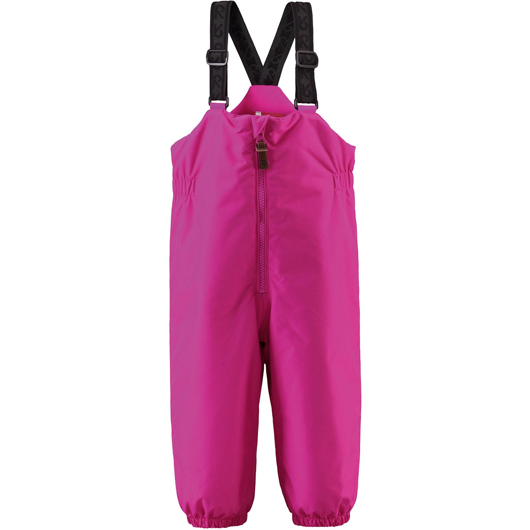 Брюки Matias для девочки ReimaОдежда<br>Брюки  Reima<br>Зимние брюки для малышей. Основные швы проклеены и не пропускают влагу. Водо- и ветронепроницаемый, «дышащий» и грязеотталкивающий материал. Утепленная задняя часть изделия. Гладкая подкладка из полиэстра. Высокая талия с регулируемыми подтяжками. Съемные эластичные штрипки. Длинная молния для легкого одевания. Безопасные светоотражающие детали.<br>Утеплитель: Reima® Comfortinsulation,140 g<br>Уход:<br>Стирать по отдельности, вывернув наизнанку. Застегнуть молнии и липучки. Стирать моющим средством, не содержащим отбеливающие вещества. Полоскать без специального средства. Во избежание изменения цвета изделие необходимо вынуть из стиральной машинки незамедлительно после окончания программы стирки. Сушить при низкой температуре.<br>Состав:<br>100% Полиамид, полиуретановое покрытие<br><br>Ширина мм: 215<br>Глубина мм: 88<br>Высота мм: 191<br>Вес г: 336<br>Цвет: розовый<br>Возраст от месяцев: 9<br>Возраст до месяцев: 12<br>Пол: Женский<br>Возраст: Детский<br>Размер: 80,98,86,92<br>SKU: 4779561