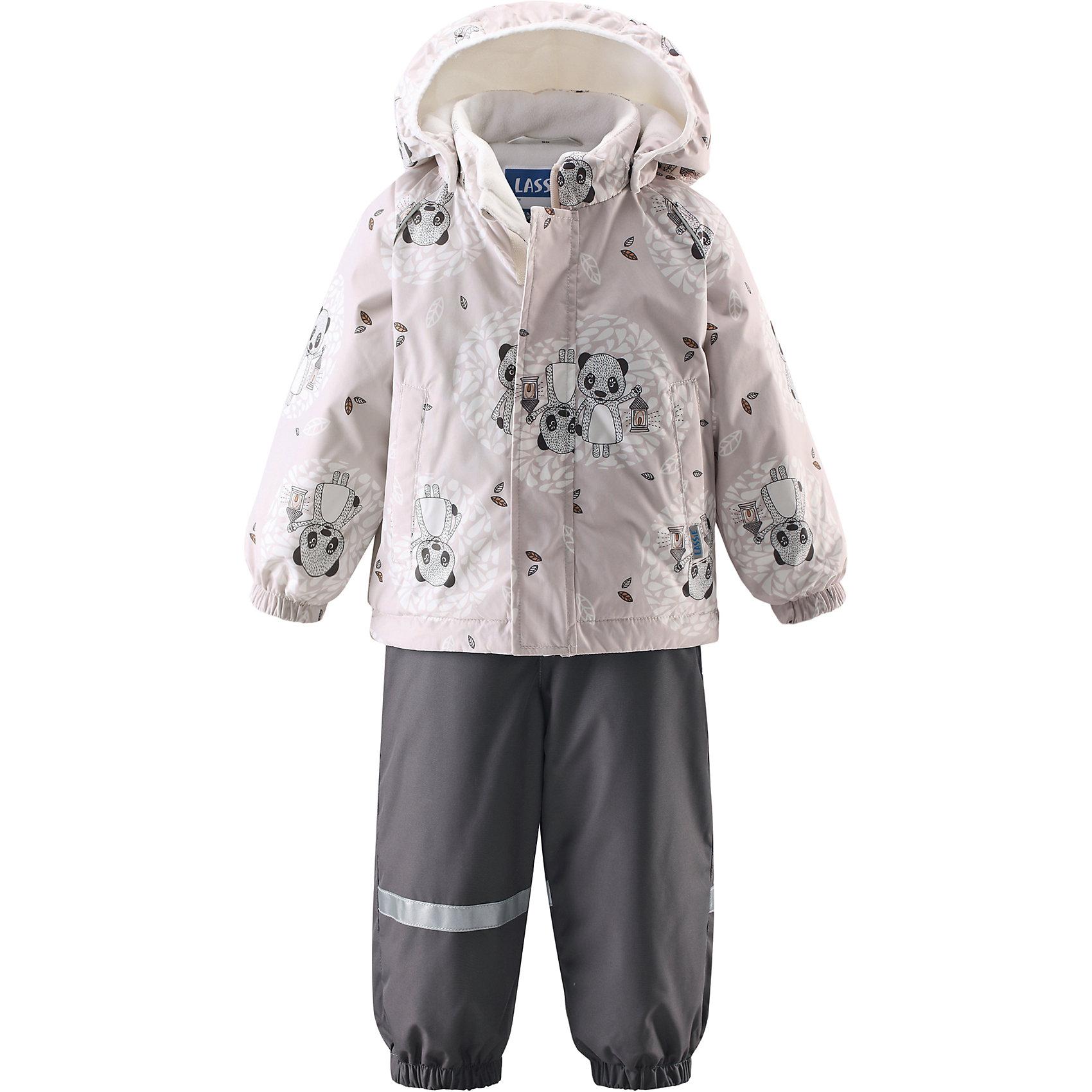 Комплект LASSIEОдежда<br>Зимний комбинезон для малышей известной финской марки.<br><br>- Водоотталкивающий, ветронепроницаемый, «дышащий» и грязеотталкивающий материал.<br>- Задний серединный шов брюк проклеен.<br>- Мягкая теплая подкладка из флиса.<br>- Гладкая подкладка из полиэстра. <br>-Средняя степень утепления. <br>- Безопасный, съемный капюшон. Эластичные манжеты. <br>- Регулируемый подол. Эластичные штанины.<br>- С ъемные эластичные штрипки. Легко надевать благодаря молнии. <br>- Два прорезных кармана. Регулируемые подтяжки. <br><br>Рекомендации по уходу: Стирать по отдельности, вывернув наизнанку. Застегнуть молнии и липучки. Соблюдать температуру в соответствии с руководством по уходу. Стирать моющим средством, не содержащим отбеливающие вещества. Полоскать без специального средства. Сушение в сушильном шкафу разрешено при  низкой температуре.<br><br>Состав: 100% Полиамид, полиуретановое покрытие.  Утеплитель «Lassie wadding» 140гр.(брюки); 180гр.(куртка).<br><br>Ширина мм: 356<br>Глубина мм: 10<br>Высота мм: 245<br>Вес г: 519<br>Цвет: белый<br>Возраст от месяцев: 6<br>Возраст до месяцев: 9<br>Пол: Унисекс<br>Возраст: Детский<br>Размер: 74,80,86,92,98<br>SKU: 4781567