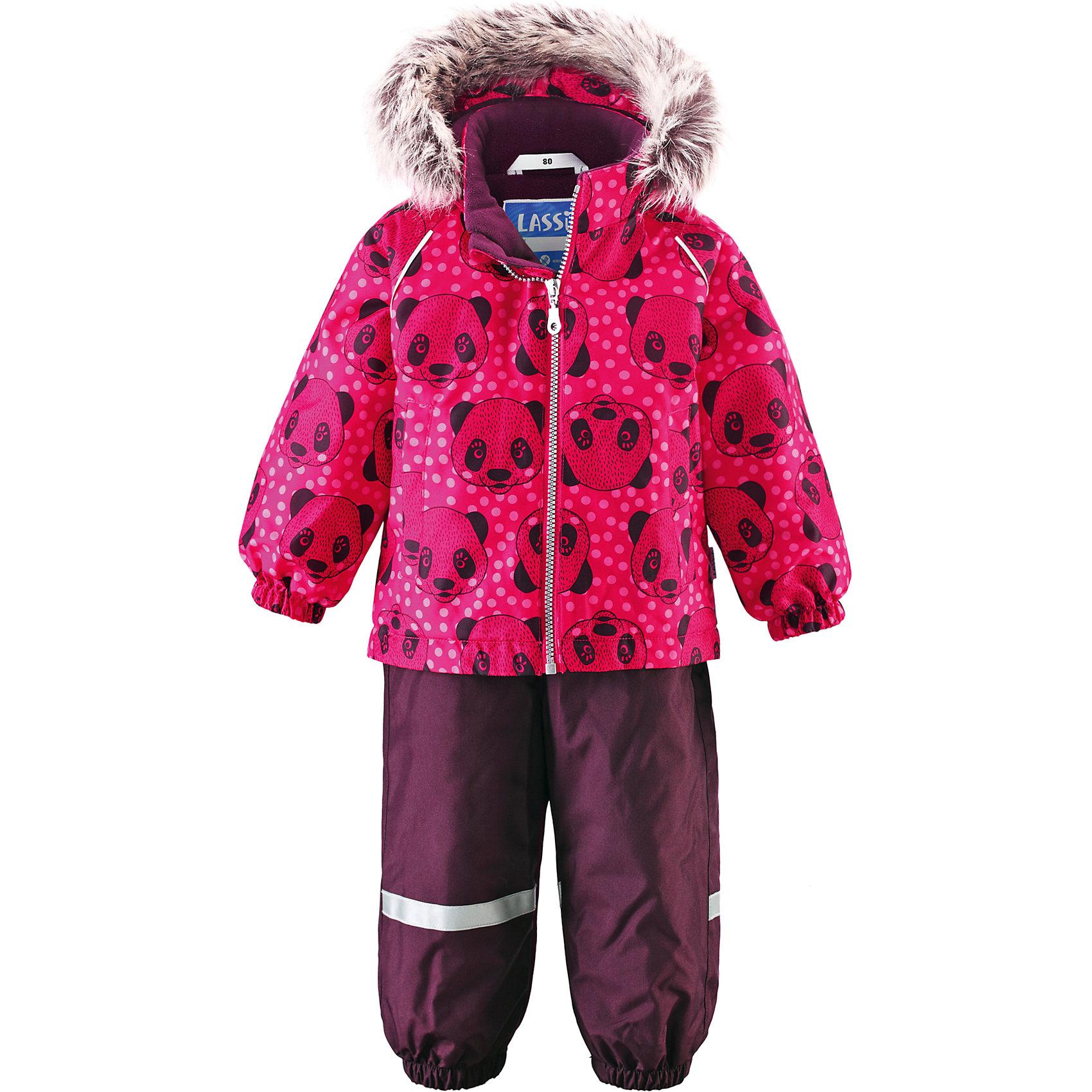 Комплект для девочки LASSIEОдежда<br>Зимний комбинезон для малышей известной финской марки.<br><br>- Прочный материал. Водоотталкивающий, ветронепроницаемый, «дышащий» и грязеотталкивающий материал.<br>- Задний серединный шов брюк проклеен. <br>- Мягкая теплая подкладка из флиса. <br>- Гладкая подкладка из полиэстра.<br>-  Безопасный съемный капюшон с отсоединяемой меховой каймой из искусственного меха. <br>- Эластичные манжеты. Эластичная талия.<br>-  Регулируемый подол. Эластичные штанины. <br>- Съемные эластичные штрипки. Два прорезных кармана. <br>- Регулируемые эластичные подтяжки.<br>-  Принт по всей поверхности. <br><br>Рекомендации по уходу: Стирать по отдельности, вывернув наизнанку. Перед стиркой отстегните искусственный мех. Застегнуть молнии и липучки. Соблюдать температуру в соответствии с руководством по уходу. Стирать моющим средством, не содержащим отбеливающие вещества. Полоскать без специального средства. Сушение в сушильном шкафу разрешено при  низкой температуре.<br><br>Состав: 100% Полиамид, полиуретановое покрытие.  Утеплитель «Lassie wadding» 140гр.(брюки); 180гр.(куртка).<br><br>Ширина мм: 190<br>Глубина мм: 74<br>Высота мм: 229<br>Вес г: 236<br>Цвет: розовый<br>Возраст от месяцев: 12<br>Возраст до месяцев: 15<br>Пол: Женский<br>Возраст: Детский<br>Размер: 80,74,86,92,98<br>SKU: 4781582