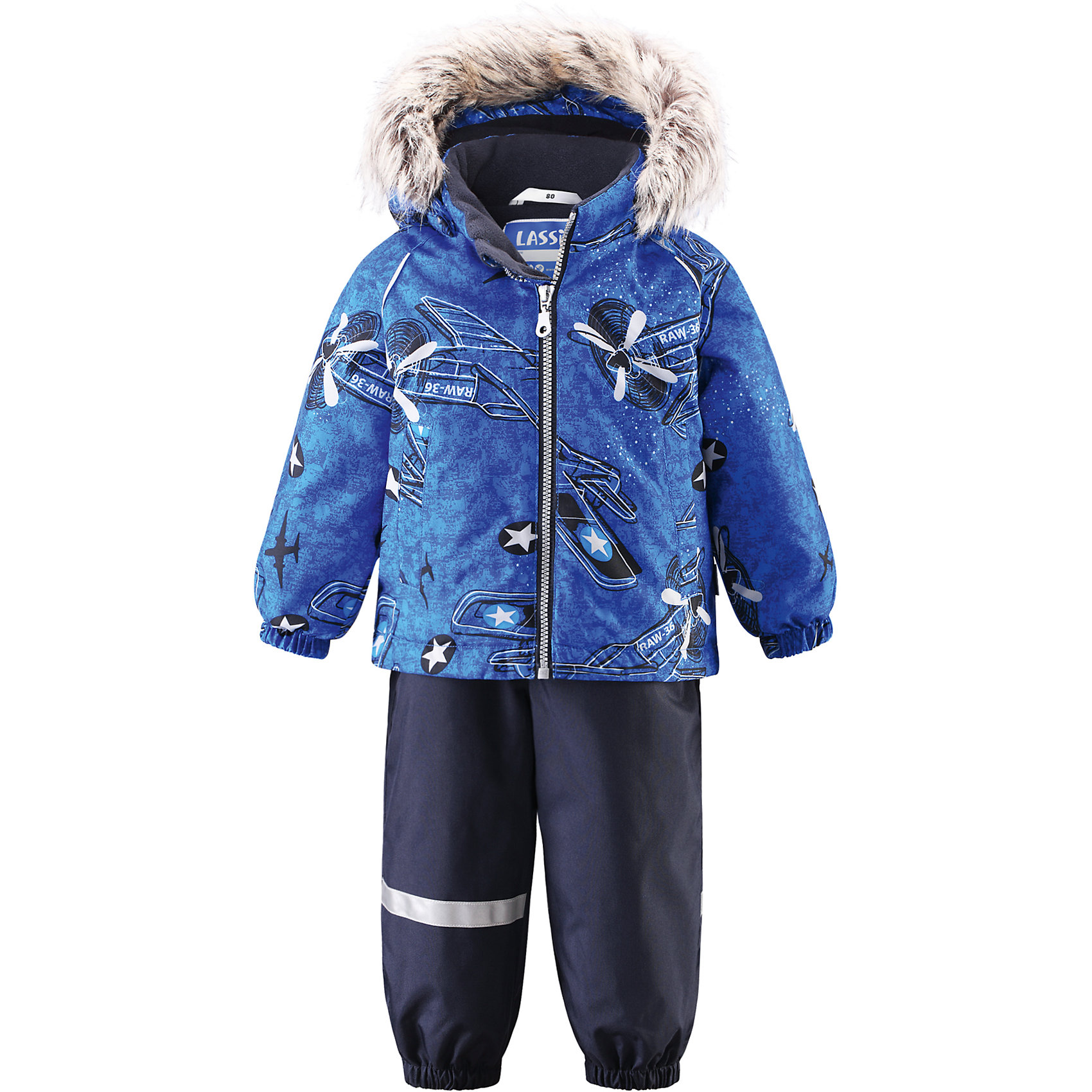 Комплект для мальчика LASSIEОдежда<br>Зимний комбинезон для малышей известной финской марки.<br><br>- Прочный материал. Водоотталкивающий, ветронепроницаемый, «дышащий» и грязеотталкивающий материал.<br>- Задний серединный шов брюк проклеен. <br>- Мягкая теплая подкладка из флиса. <br>- Гладкая подкладка из полиэстра.<br>-  Безопасный съемный капюшон с отсоединяемой меховой каймой из искусственного меха. <br>- Эластичные манжеты. Эластичная талия.<br>-  Регулируемый подол. Эластичные штанины. <br>- Съемные эластичные штрипки. Два прорезных кармана. <br>- Регулируемые эластичные подтяжки.<br>-  Принт по всей поверхности. <br><br>Рекомендации по уходу: Стирать по отдельности, вывернув наизнанку. Перед стиркой отстегните искусственный мех. Застегнуть молнии и липучки. Соблюдать температуру в соответствии с руководством по уходу. Стирать моющим средством, не содержащим отбеливающие вещества. Полоскать без специального средства. Сушение в сушильном шкафу разрешено при  низкой температуре.<br><br>Состав: 100% Полиамид, полиуретановое покрытие.  Утеплитель «Lassie wadding» 140гр.(брюки); 180гр.(куртка).<br><br>Ширина мм: 190<br>Глубина мм: 74<br>Высота мм: 229<br>Вес г: 236<br>Цвет: синий<br>Возраст от месяцев: 6<br>Возраст до месяцев: 9<br>Пол: Мужской<br>Возраст: Детский<br>Размер: 74,98,80,86,92<br>SKU: 4781597