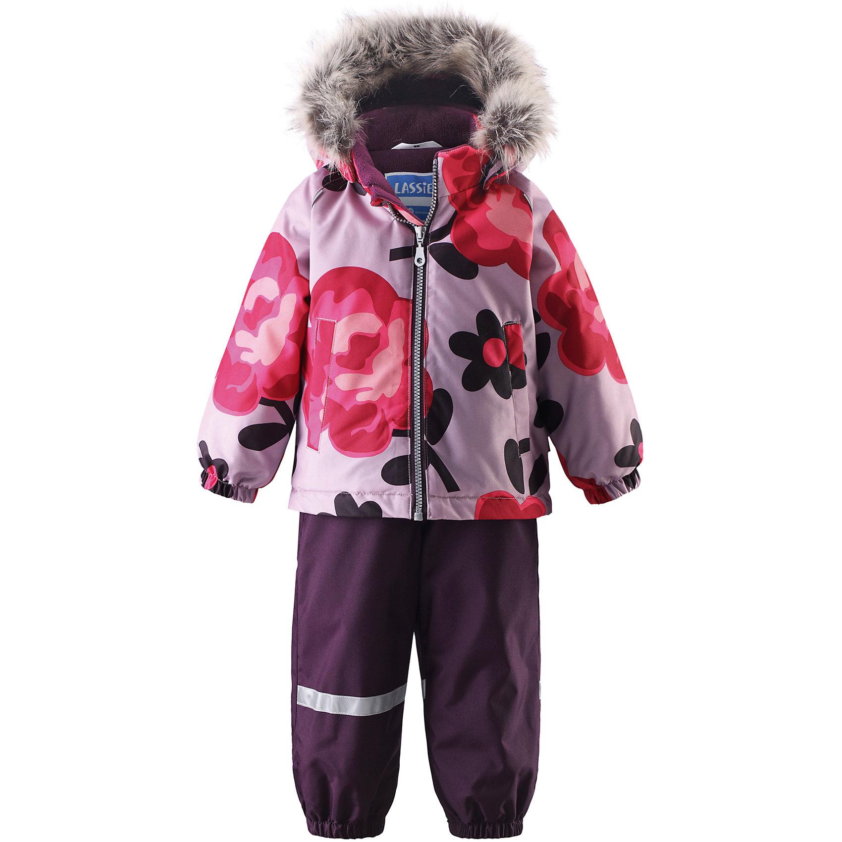 Комплект для девочки LASSIEВерхняя одежда<br>Зимний комбинезон для малышей известной финской марки.<br><br>- Прочный материал. Водоотталкивающий, ветронепроницаемый, «дышащий» и грязеотталкивающий материал.<br>- Задний серединный шов брюк проклеен. <br>- Мягкая теплая подкладка из флиса. <br>- Гладкая подкладка из полиэстра.<br>-  Безопасный съемный капюшон с отсоединяемой меховой каймой из искусственного меха. <br>- Эластичные манжеты. Эластичная талия.<br>-  Регулируемый подол. Эластичные штанины. <br>- Съемные эластичные штрипки. Два прорезных кармана. <br>- Регулируемые эластичные подтяжки.<br>-  Принт по всей поверхности. <br><br>Рекомендации по уходу: Стирать по отдельности, вывернув наизнанку. Перед стиркой отстегните искусственный мех. Застегнуть молнии и липучки. Соблюдать температуру в соответствии с руководством по уходу. Стирать моющим средством, не содержащим отбеливающие вещества. Полоскать без специального средства. Сушение в сушильном шкафу разрешено при  низкой температуре.<br><br>Состав: 100% Полиамид, полиуретановое покрытие.  Утеплитель «Lassie wadding» 140гр.(брюки); 180гр.(куртка).<br><br>Ширина мм: 190<br>Глубина мм: 74<br>Высота мм: 229<br>Вес г: 236<br>Цвет: розовый<br>Возраст от месяцев: 6<br>Возраст до месяцев: 9<br>Пол: Женский<br>Возраст: Детский<br>Размер: 74,98,80,86,92<br>SKU: 4781603