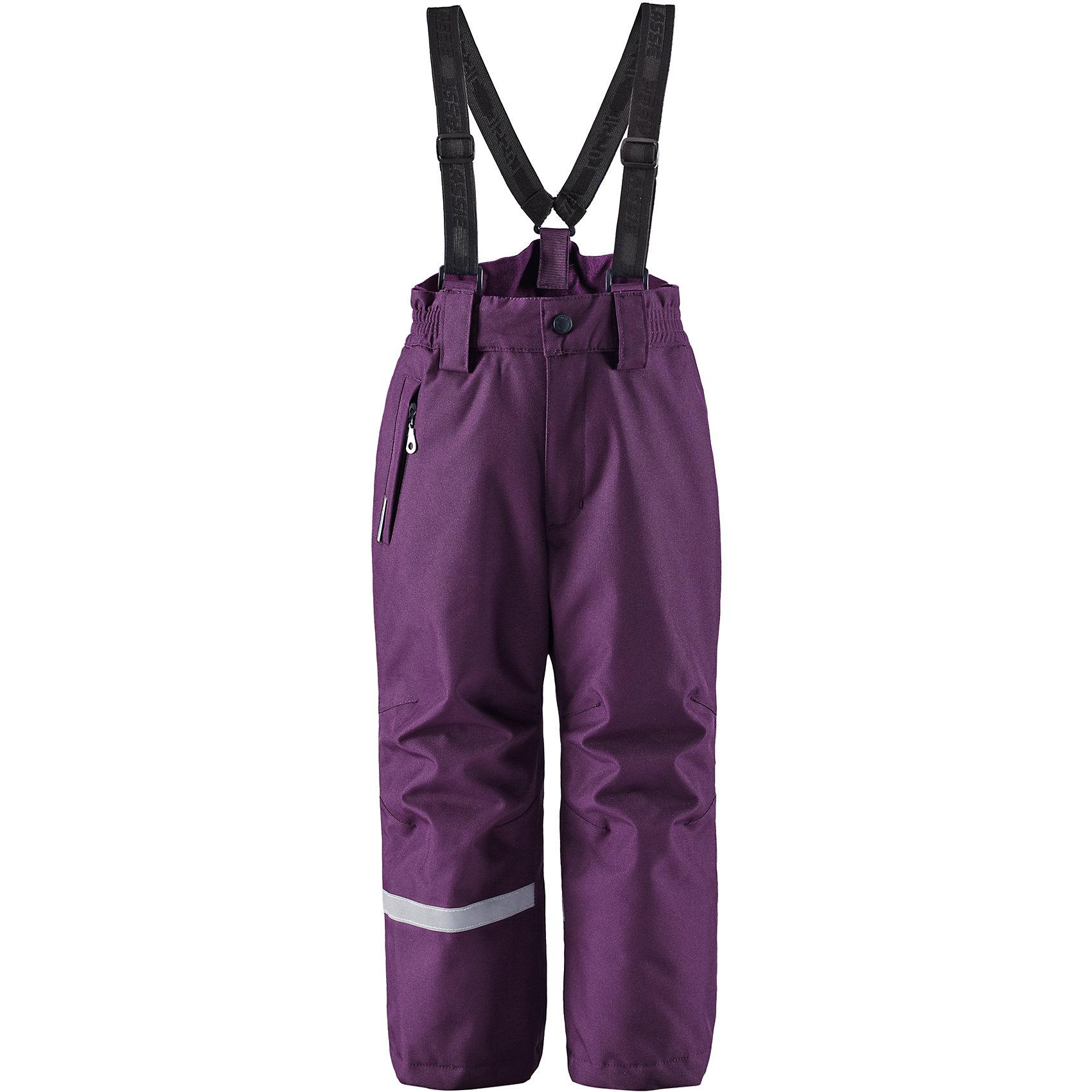 Брюки для девочки LASSIEОдежда<br>Зимние брюки для детей Lassietec®. <br><br>- Прочный материал. Водо- и ветронепроницаемый, «дышащий» и грязеотталкивающий материал. <br>- Внешние швы проклеены. <br>- Гладкая подкладка из полиэстра. <br>- Средняя степень утепления.<br>-  Эластичная талия. <br>- Снегозащитные манжеты на штанинах. <br>- Ширинка на молнии. <br>- Карман на молнии. <br>- Регулируемые и отстегивающиеся эластичные подтяжки. <br><br>Рекомендации по уходу: Стирать по отдельности, вывернув наизнанку. Застегнуть молнии и липучки. Соблюдать температуру в соответствии с руководством по уходу. Стирать моющим средством, не содержащим отбеливающие вещества. Полоскать без специального средства. Сушение в сушильном шкафу разрешено при  низкой температуре.<br><br>Состав: 100% Полиамид, полиуретановое покрытие.  Утеплитель «Lassie wadding» 100гр.<br><br>Ширина мм: 215<br>Глубина мм: 88<br>Высота мм: 191<br>Вес г: 336<br>Цвет: фиолетовый<br>Возраст от месяцев: 18<br>Возраст до месяцев: 24<br>Пол: Женский<br>Возраст: Детский<br>Размер: 92,140,128,98,104,110,116,122,134<br>SKU: 4781846