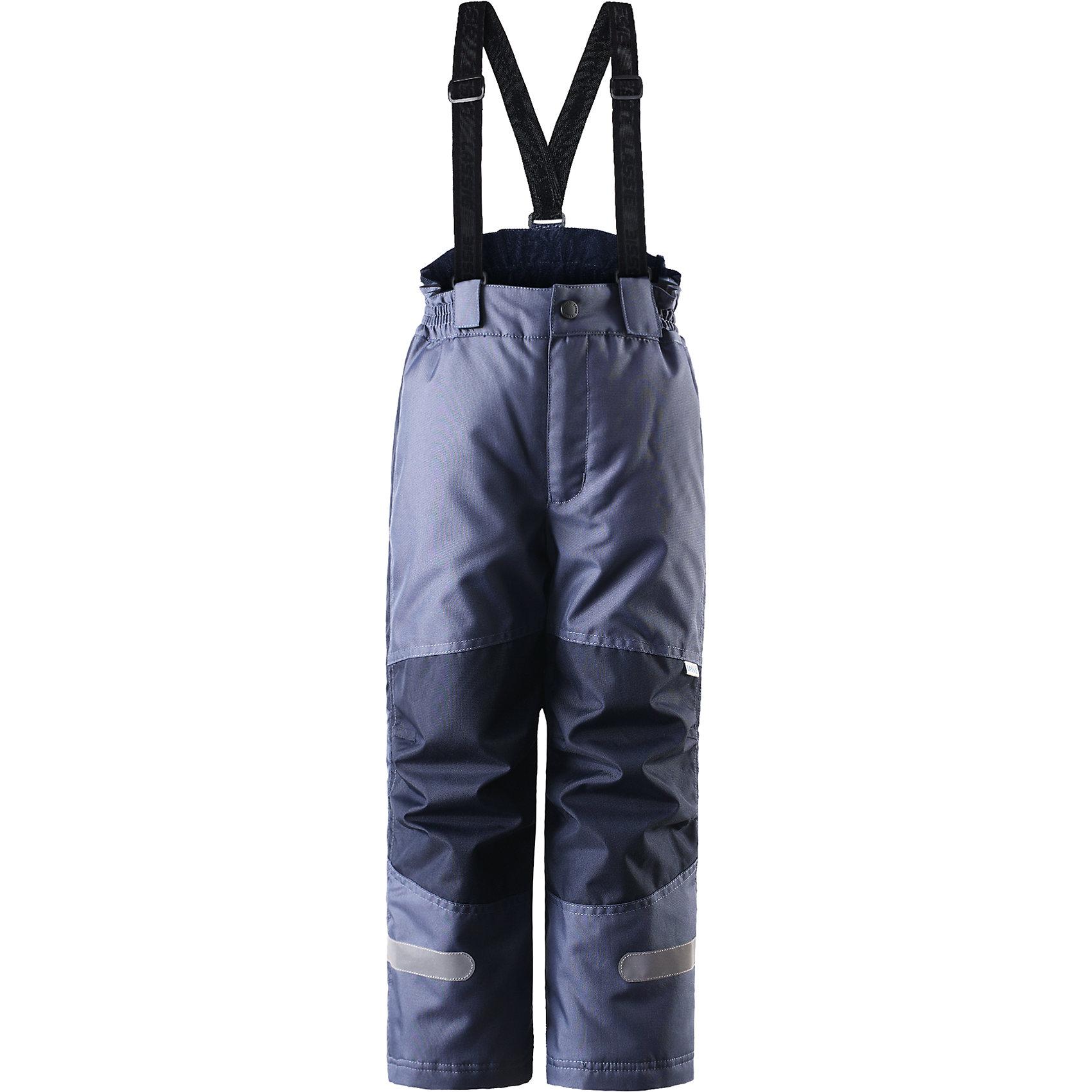 Брюки для мальчика LASSIEОдежда<br>Зимние брюки для детей известной финской марки. <br><br>- Прочный материал. <br>- Водоотталкивающий, ветронепроницаемый, «дышащий» и грязеотталкивающий материал.<br>-  Задний серединный шов проклеен. свободный крой.<br>- Гладкая подкладка из полиэстра. <br>- Легкая степень утепления. <br>- Эластичный регулируемый обхват талии. <br>- Регулируемые брючины. Карманы в боковых швах.  <br><br>Рекомендации по уходу: Стирать по отдельности, вывернув наизнанку. Застегнуть молнии и липучки. Соблюдать температуру в соответствии с руководством по уходу. Стирать моющим средством, не содержащим отбеливающие вещества. Полоскать без специального средства. Сушение в сушильном шкафу разрешено при  низкой температуре.<br><br>Состав: 100% Полиамид, полиуретановое покрытие.  Утеплитель «Lassie wadding» 100гр.<br><br>Ширина мм: 215<br>Глубина мм: 88<br>Высота мм: 191<br>Вес г: 336<br>Цвет: серый<br>Возраст от месяцев: 18<br>Возраст до месяцев: 24<br>Пол: Унисекс<br>Возраст: Детский<br>Размер: 92,140,98,104,110,116,122,128,134<br>SKU: 4781876