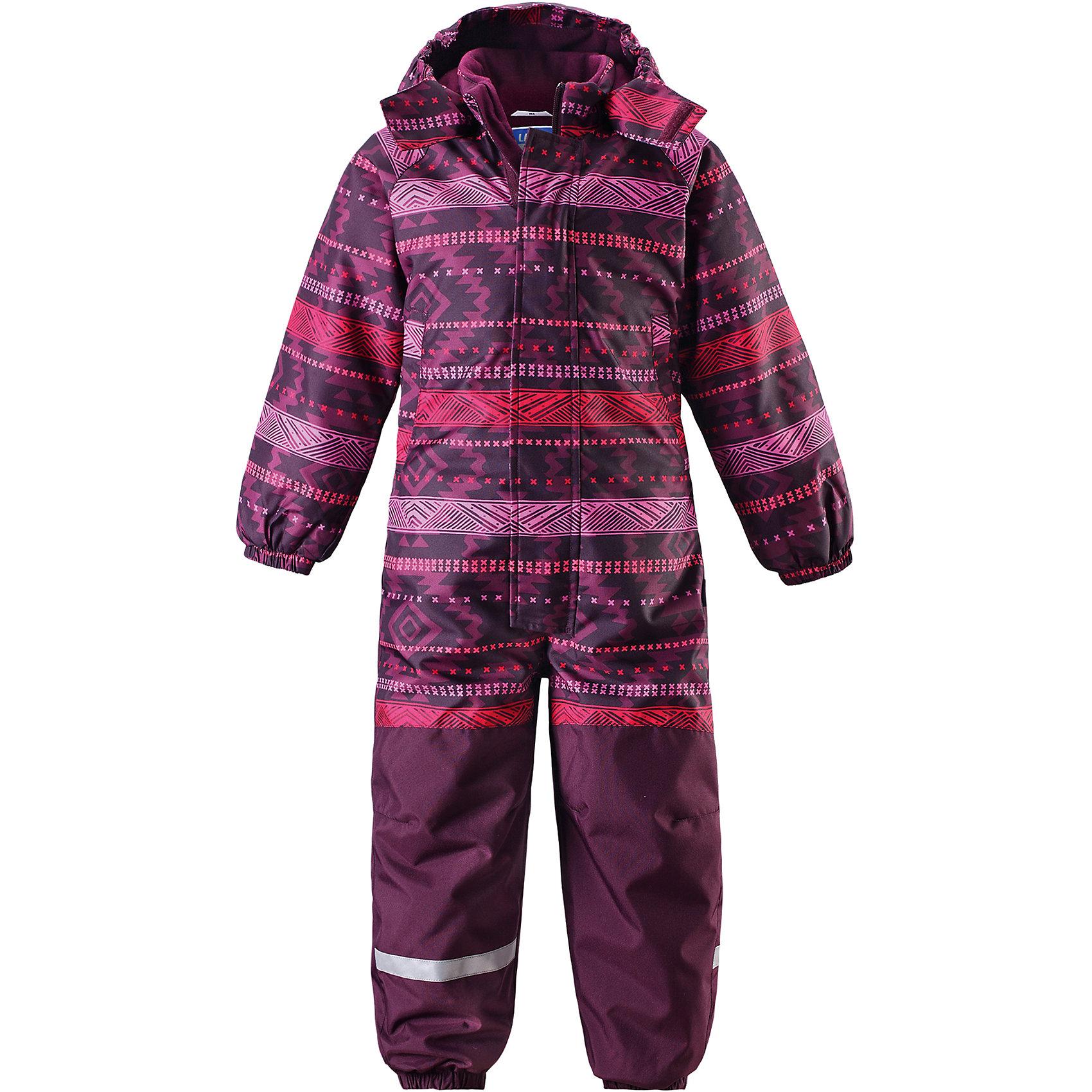 Комбинезон LASSIEОдежда<br>Зимний комбинезон для детей известной финской марки.<br><br>- Прочный материал. Водоотталкивающий, ветронепроницаемый, «дышащий» и грязеотталкивающий материал.<br>-  Задний серединный шов проклеен. Гладкая подкладка из полиэстра. <br>- Средняя степень утепления. <br>- Безопасный, съемный капюшон. Эластичные манжеты. Эластичные штанины.<br>-  Съемные эластичные штрипки. Нагрудный карман на молнии. <br>- Принт по всей поверхности.  <br><br>Рекомендации по уходу: Стирать по отдельности, вывернув наизнанку. Застегнуть молнии и липучки. Соблюдать температуру в соответствии с руководством по уходу. Стирать моющим средством, не содержащим отбеливающие вещества. Полоскать без специального средства. Сушение в сушильном шкафу разрешено при  низкой температуре.<br><br>Состав: 100% Полиамид, полиуретановое покрытие.  Утеплитель «Lassie wadding» 180гр.<br><br>Ширина мм: 356<br>Глубина мм: 10<br>Высота мм: 245<br>Вес г: 519<br>Цвет: фиолетово-розовый<br>Возраст от месяцев: 12<br>Возраст до месяцев: 15<br>Пол: Женский<br>Возраст: Детский<br>Размер: 80,128,86,92,98,104,110,116,122<br>SKU: 4781988
