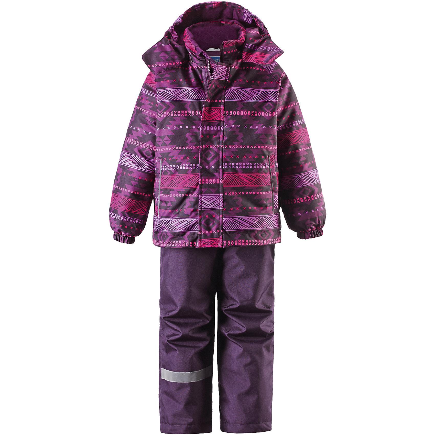 Комплект для девочки LASSIEЗимний комплект для детей известной финской марки.<br><br>- Сверхпрочный материал. Водоотталкивающий, ветронепроницаемый, «дышащий» и грязеотталкивающий материал.<br>- Задний серединный шов брюк проклеен. <br>- Гладкая подкладка из полиэстра.<br>-  Средняя степень утепления.<br>-  Безопасный, съемный капюшон.<br>-  Эластичные манжеты. Эластичная талия. <br>- Снегозащитные манжеты на штанинах. <br>- Ширинка на молнии. Два прорезных кармана.<br>-  Регулируемые и отстегивающиеся эластичные подтяжки. <br>- Принт по всей поверхности.  <br><br>Рекомендации по уходу: Стирать по отдельности, вывернув наизнанку. Застегнуть молнии и липучки. Соблюдать температуру в соответствии с руководством по уходу. Стирать моющим средством, не содержащим отбеливающие вещества. Полоскать без специального средства. Сушение в сушильном шкафу разрешено при  низкой температуре.<br><br>Состав: 100% Полиамид, полиуретановое покрытие.  Утеплитель «Lassie wadding» 100гр.(брюки); 180гр.(куртка).<br><br>Ширина мм: 190<br>Глубина мм: 74<br>Высота мм: 229<br>Вес г: 236<br>Цвет: фиолетовый<br>Возраст от месяцев: 18<br>Возраст до месяцев: 24<br>Пол: Женский<br>Возраст: Детский<br>Размер: 92,98,104,110,116,122,128,134,140<br>SKU: 4782128